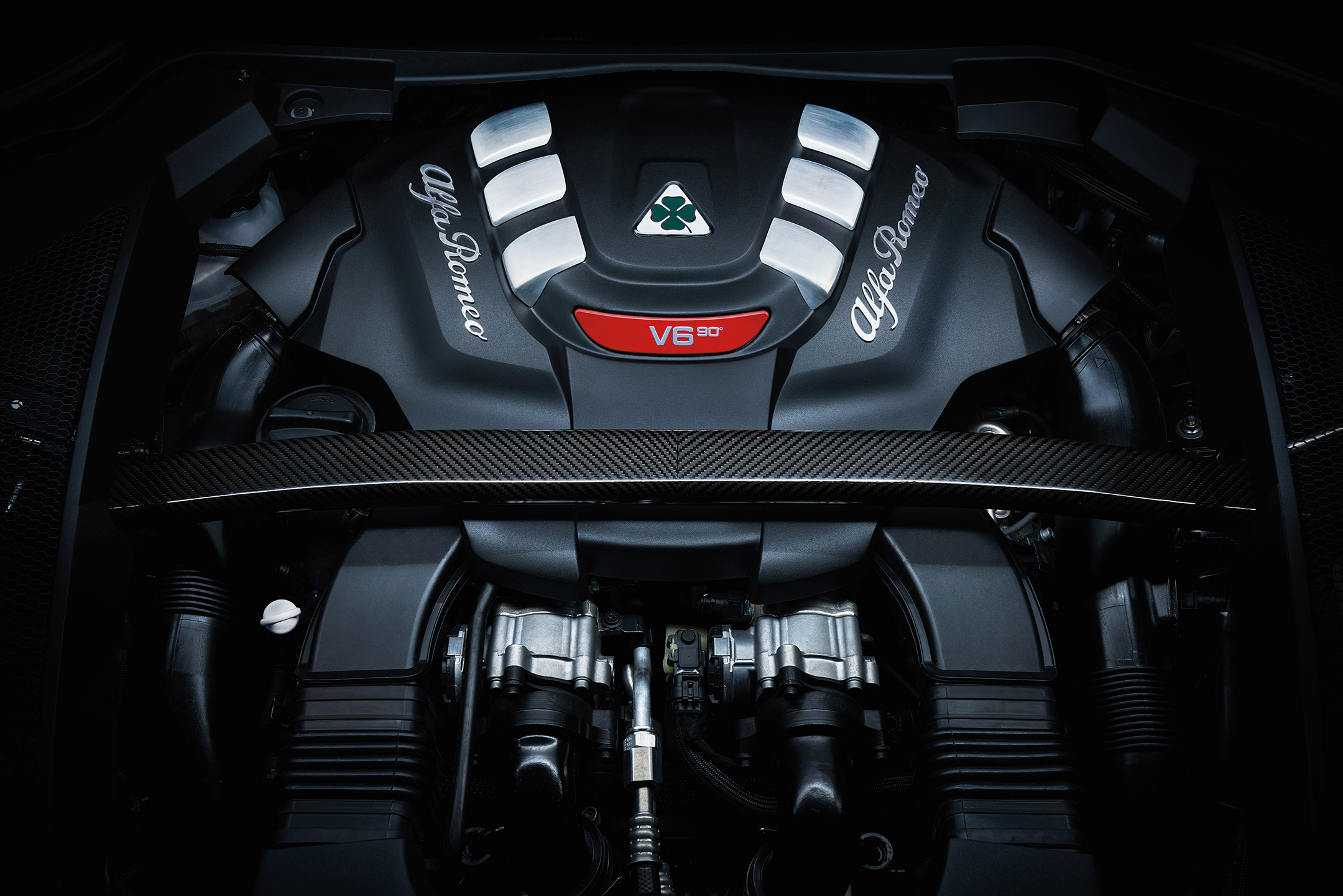 Alfa Romeo Stelvio - 2016 - under the hood - V6 - engine / moteur