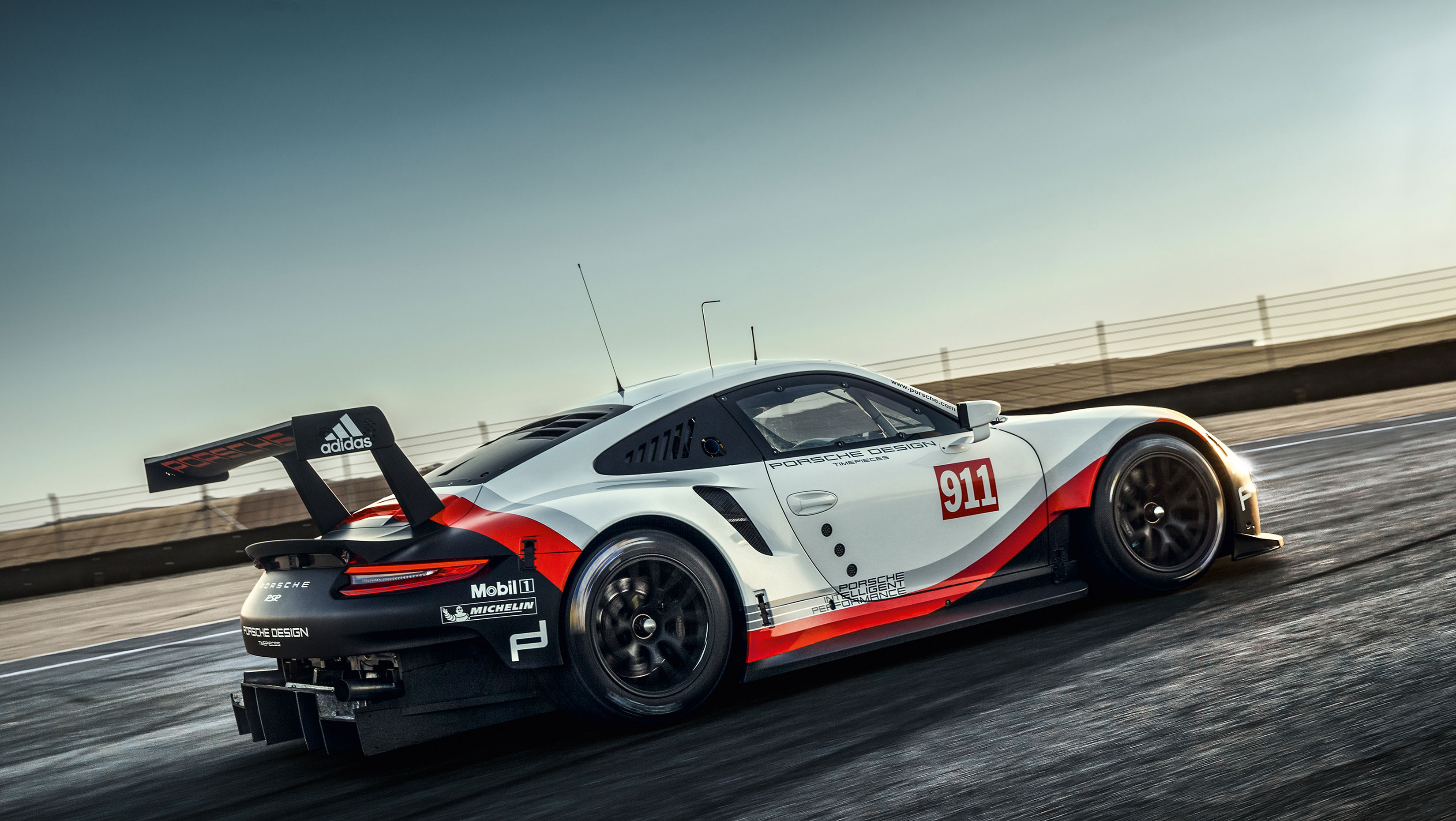 Porsche 911 RSR - 2017 - side-face / profil
