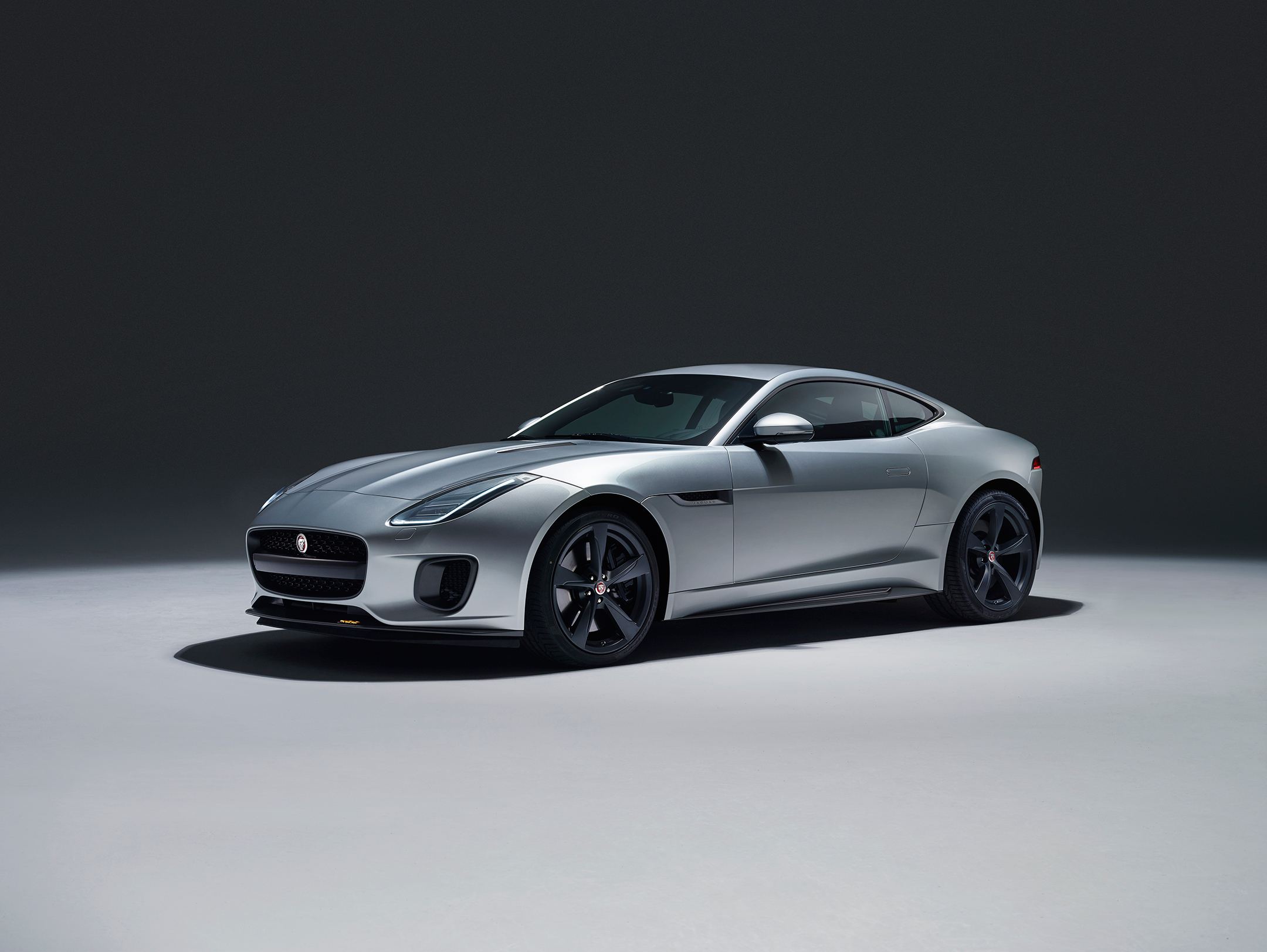 Jaguar F-TYPE 400 Sport - 2017 - front side-face / profil avant