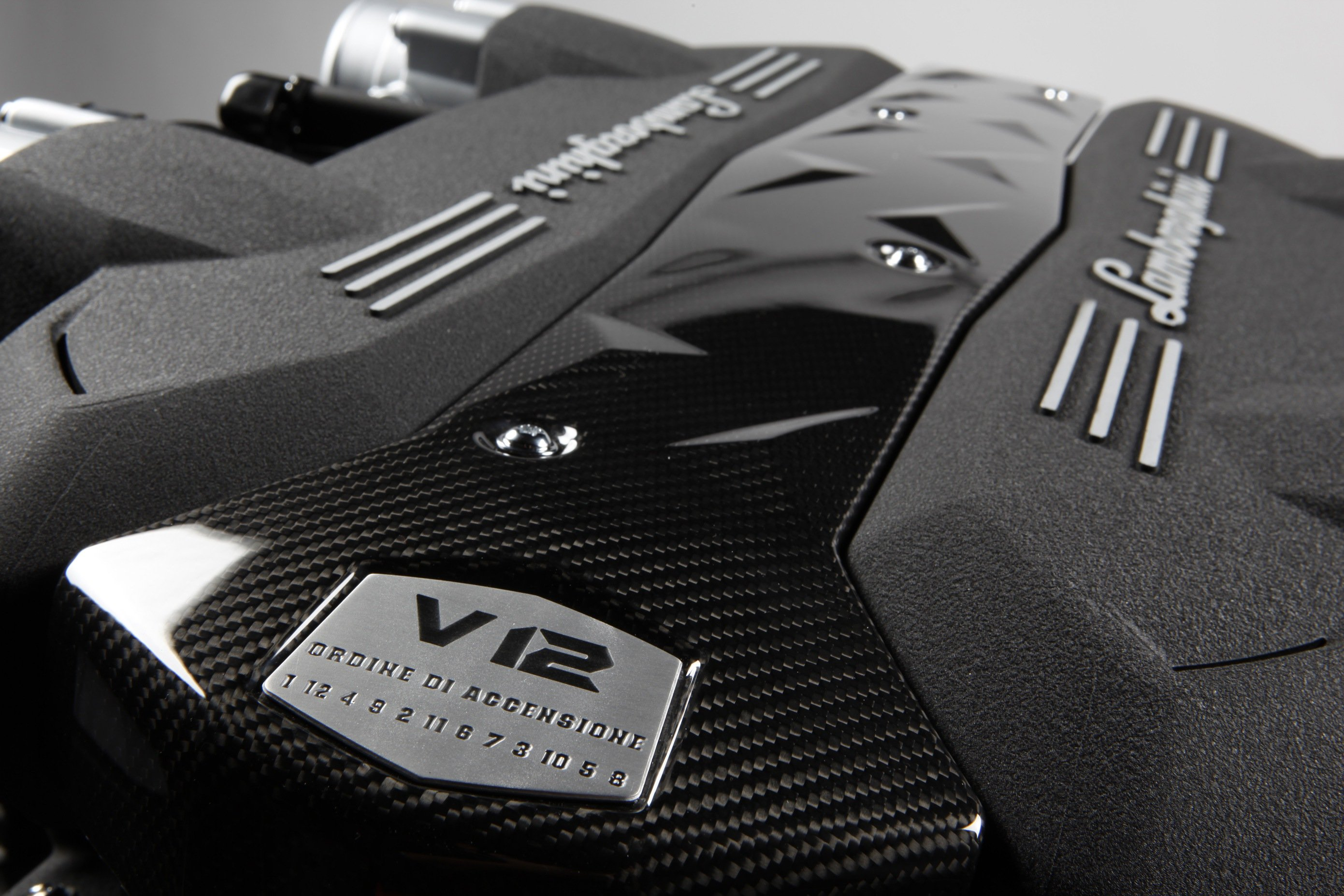Lamborghini Aventador - V12 - badge