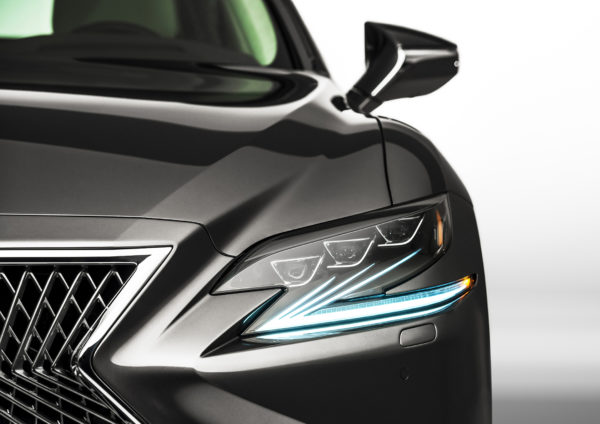 Lexus LS 500 - 2018 - front light