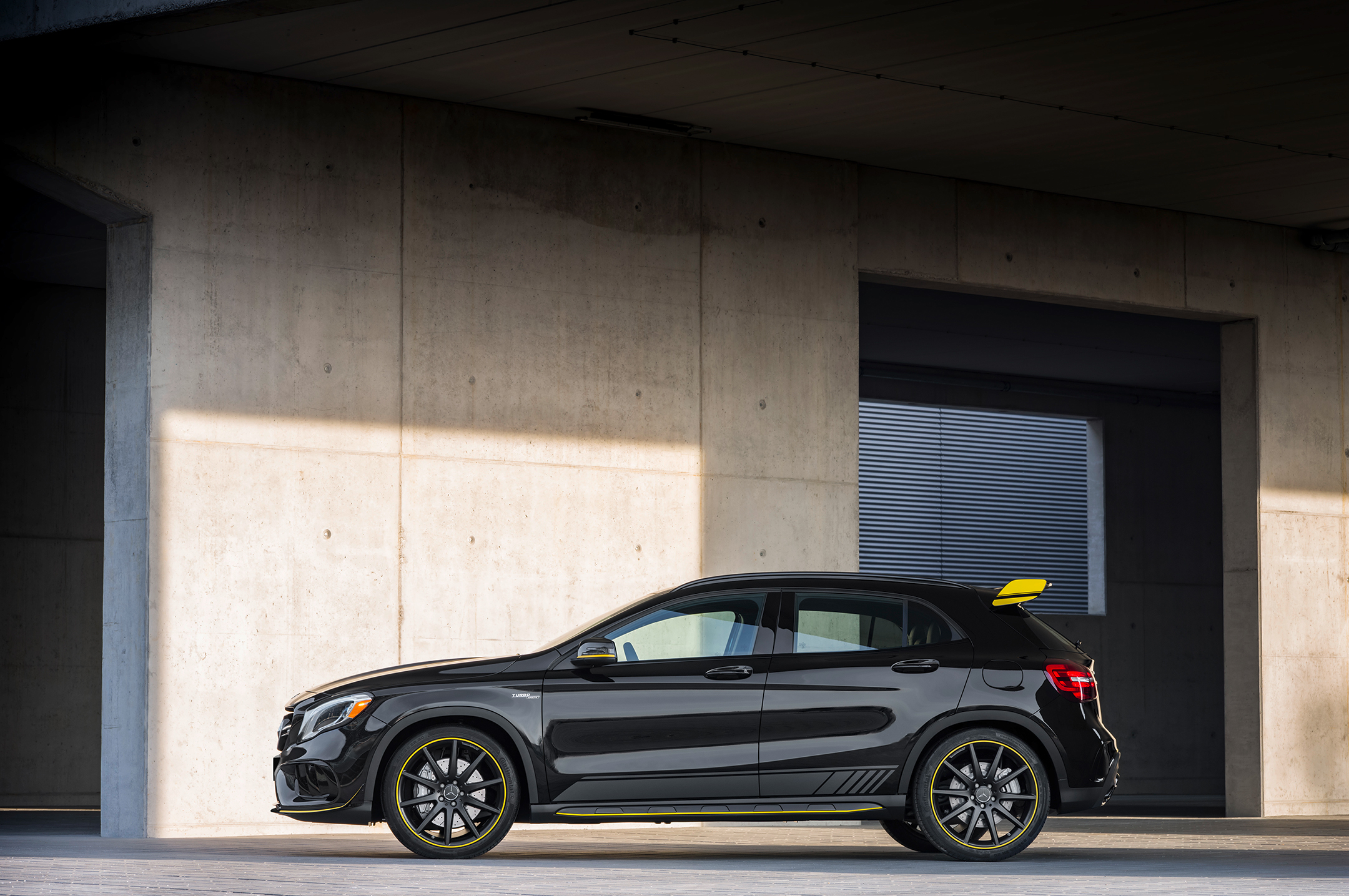 Mercedes-AMG GLA 45 - 2017 - profil / side-face