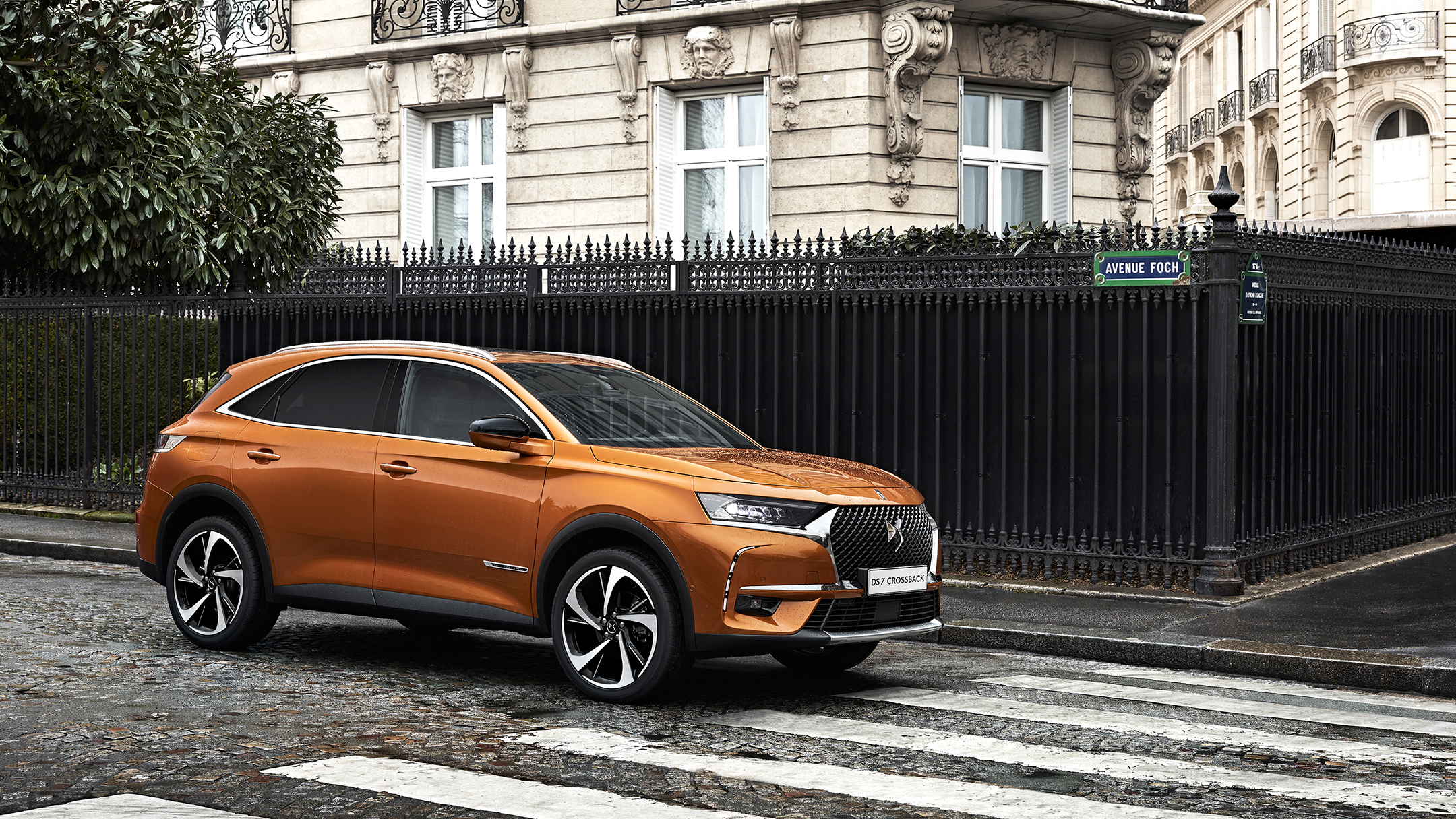DS 7 CROSSBACK - 2017 - profil / side-face - photo avenue de Paris