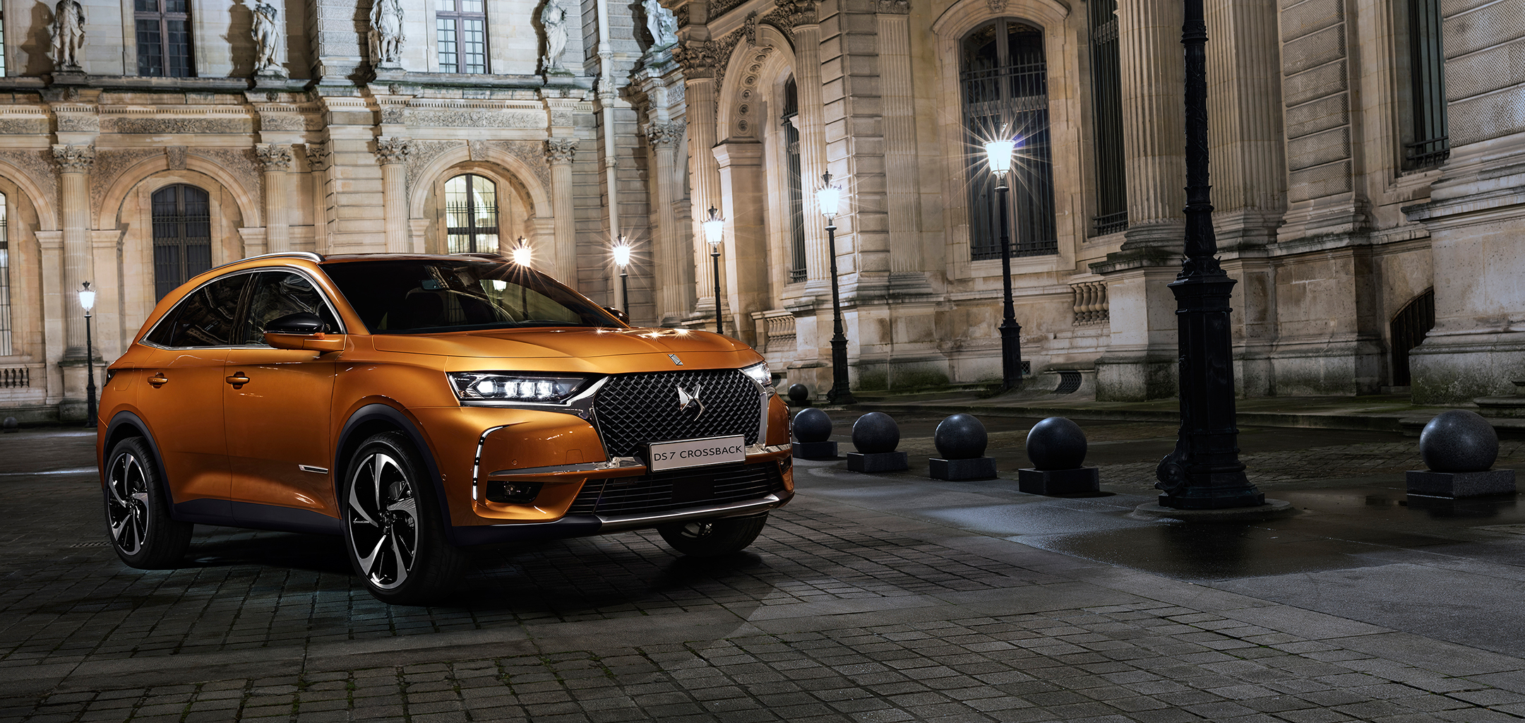 DS 7 CROSSBACK - 2017 - avant / front - photo au Louvre