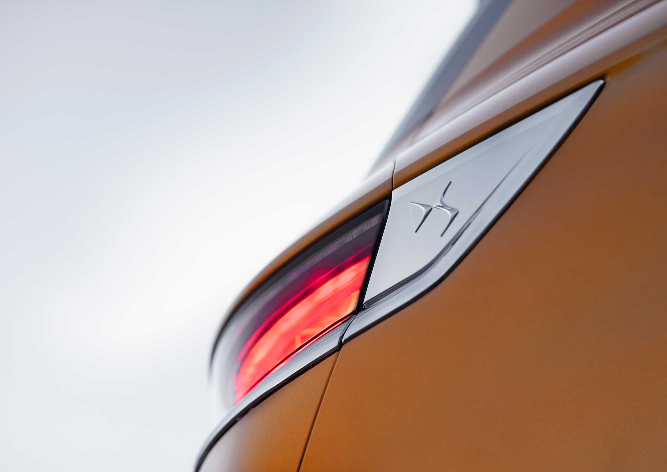 DS 7 CROSSBACK - 2017 - sign DS rear lignt