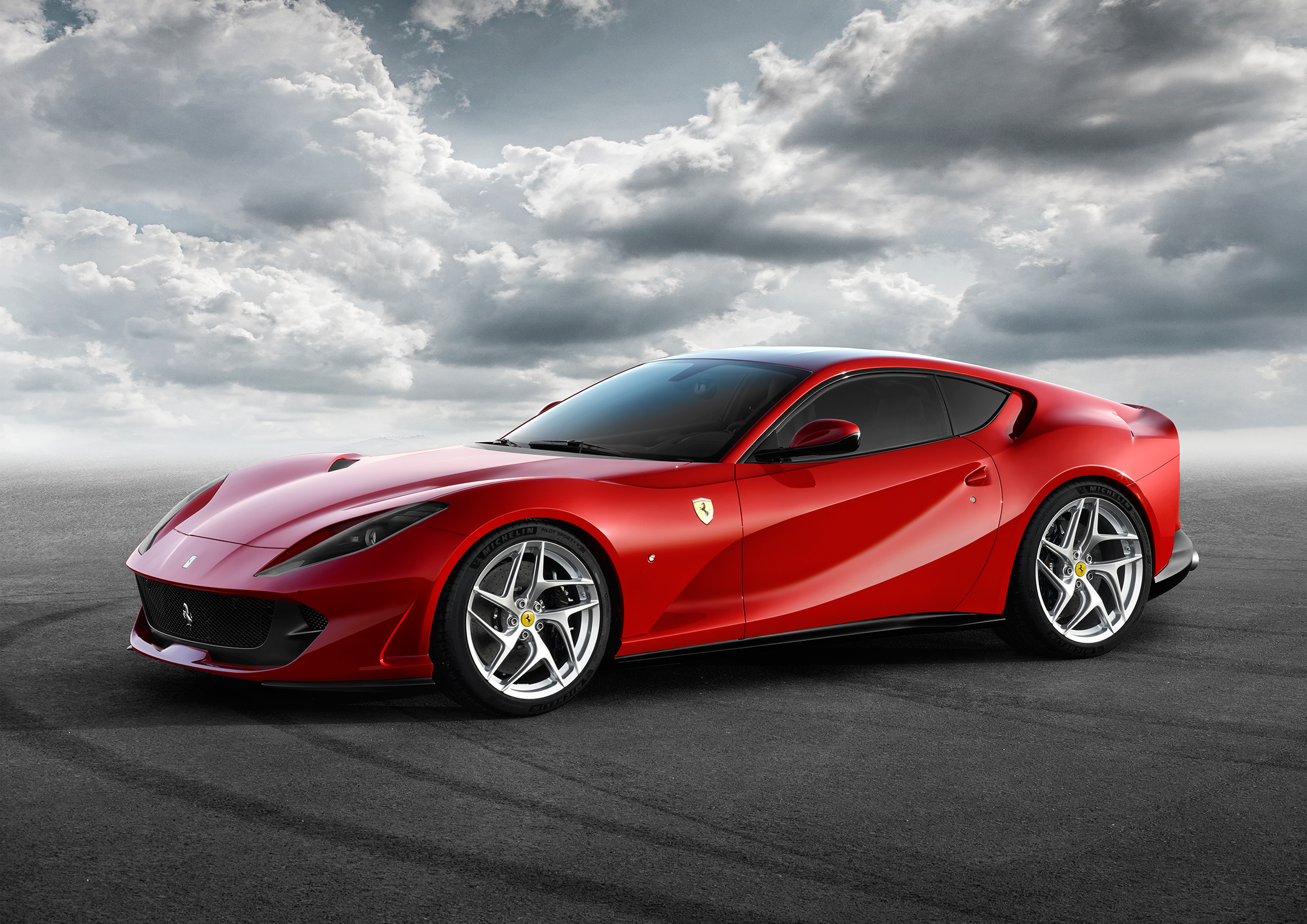 Ferrari 812 Superfast - 2017 - profil avant / front side-face