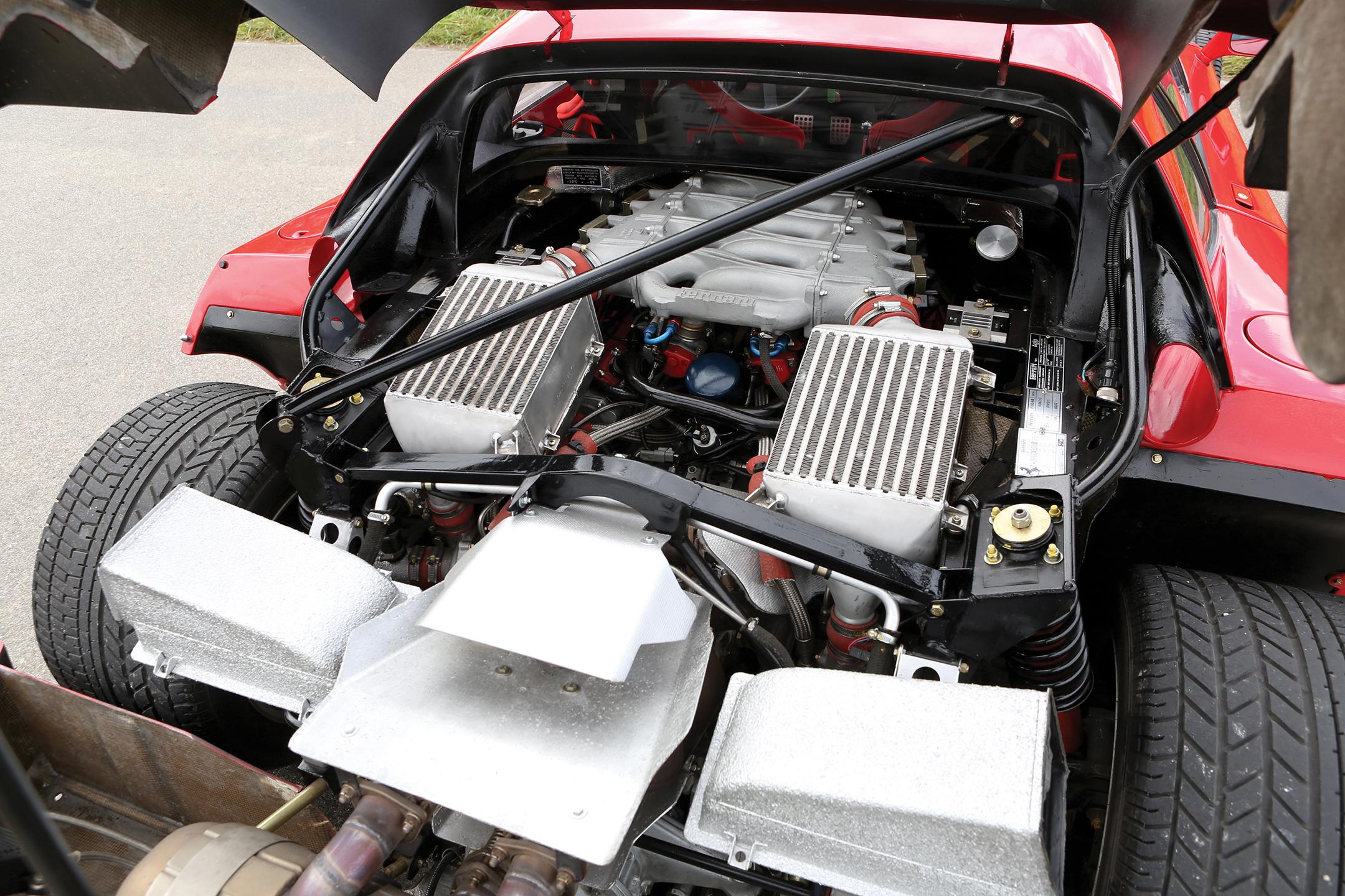 Ferrari F40 - 1987 - under the hood - V8