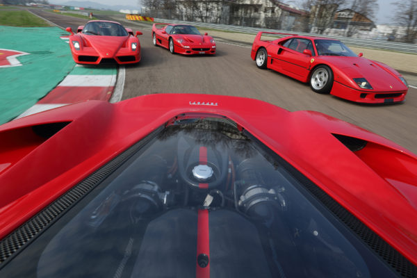 Ferrari heritage - supercars sur circuit - photo Ferrari