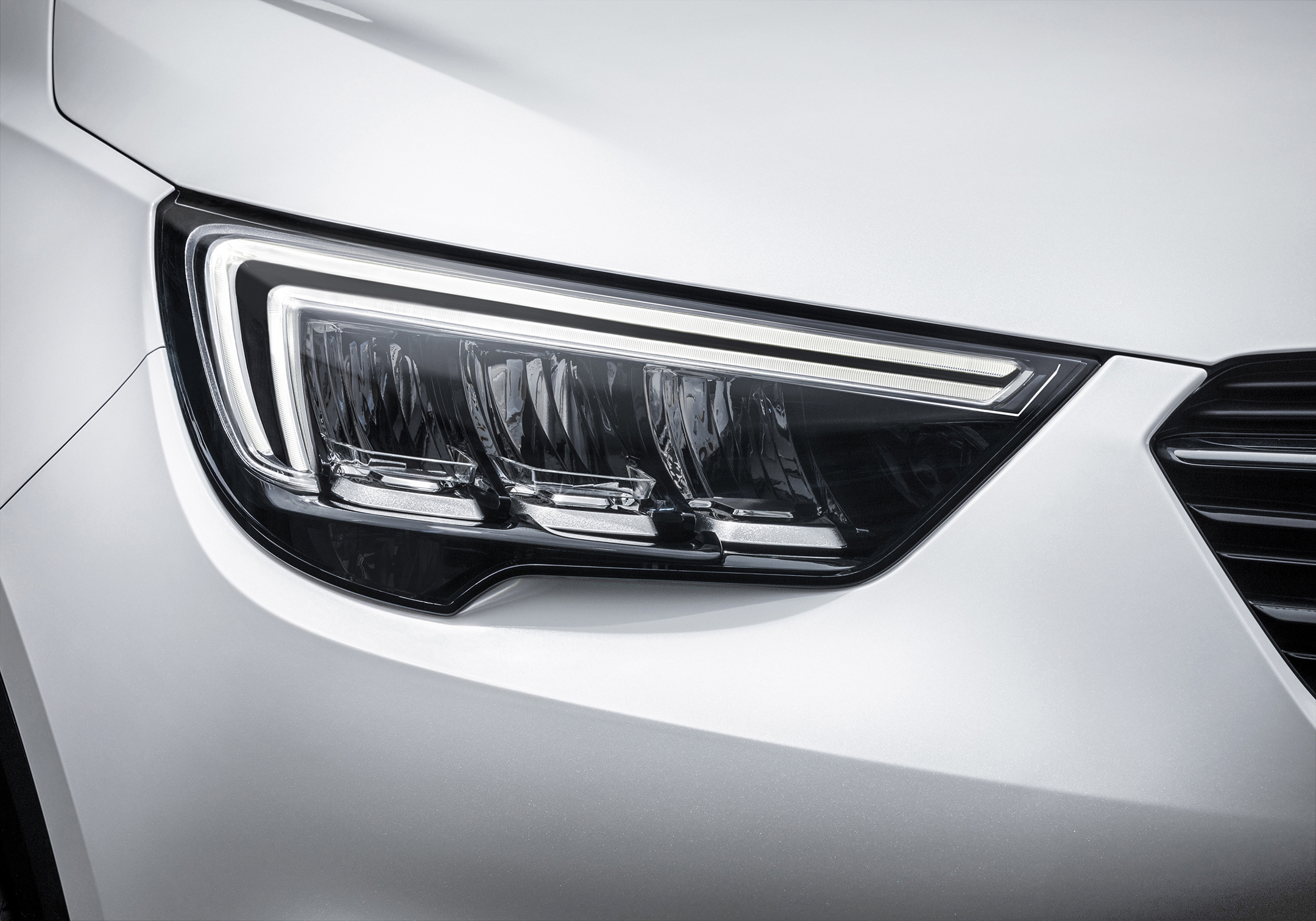 Opel Crossland X - 2017 - front light / optique avant