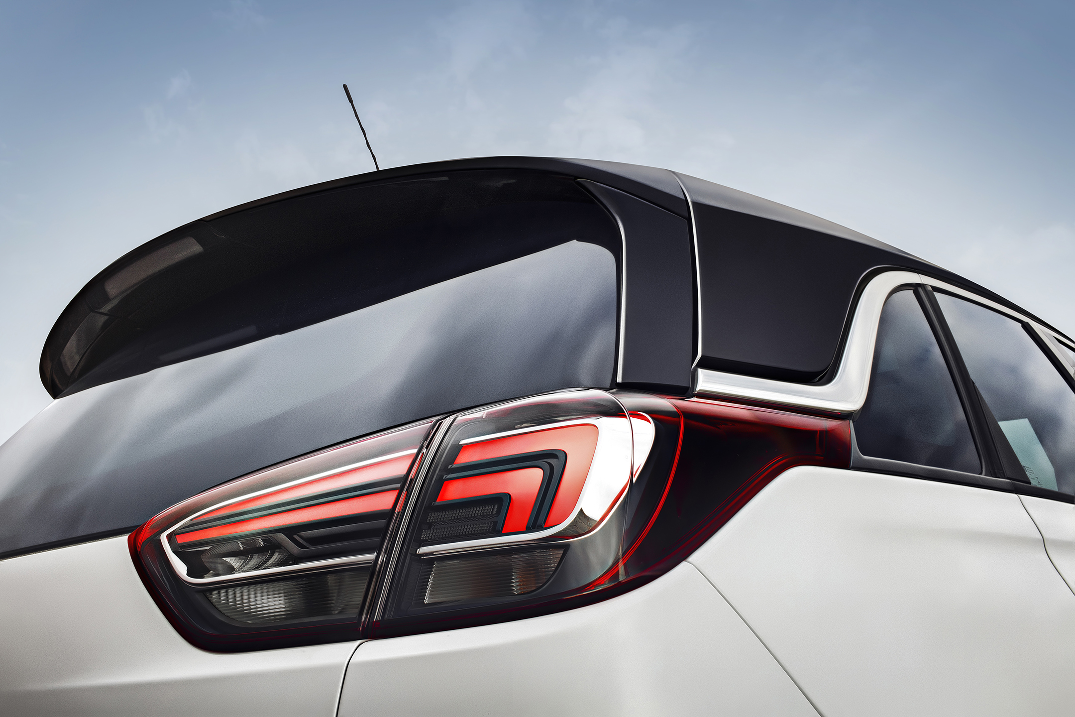 Opel Crossland X - 2017 - rear light / optique arrière