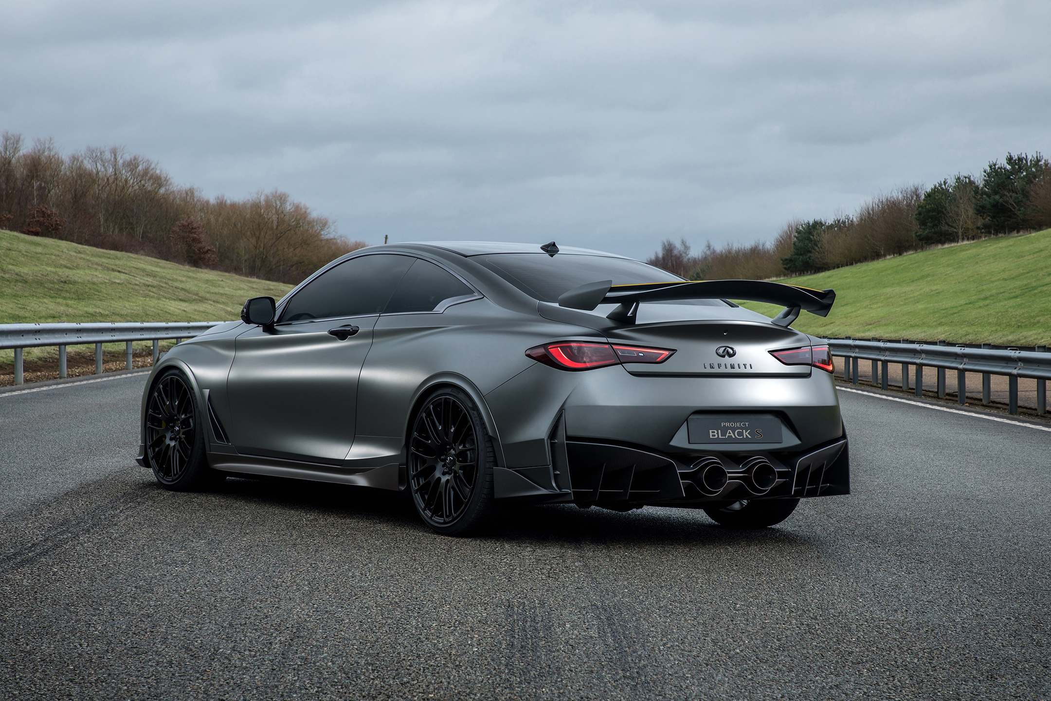 INFINITI Project Black S - 2017 - rear side-face road