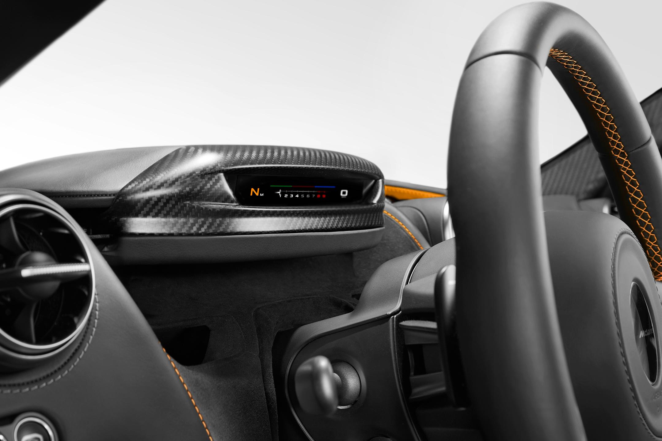 McLaren 720S - 2017 - minimalist dashboard