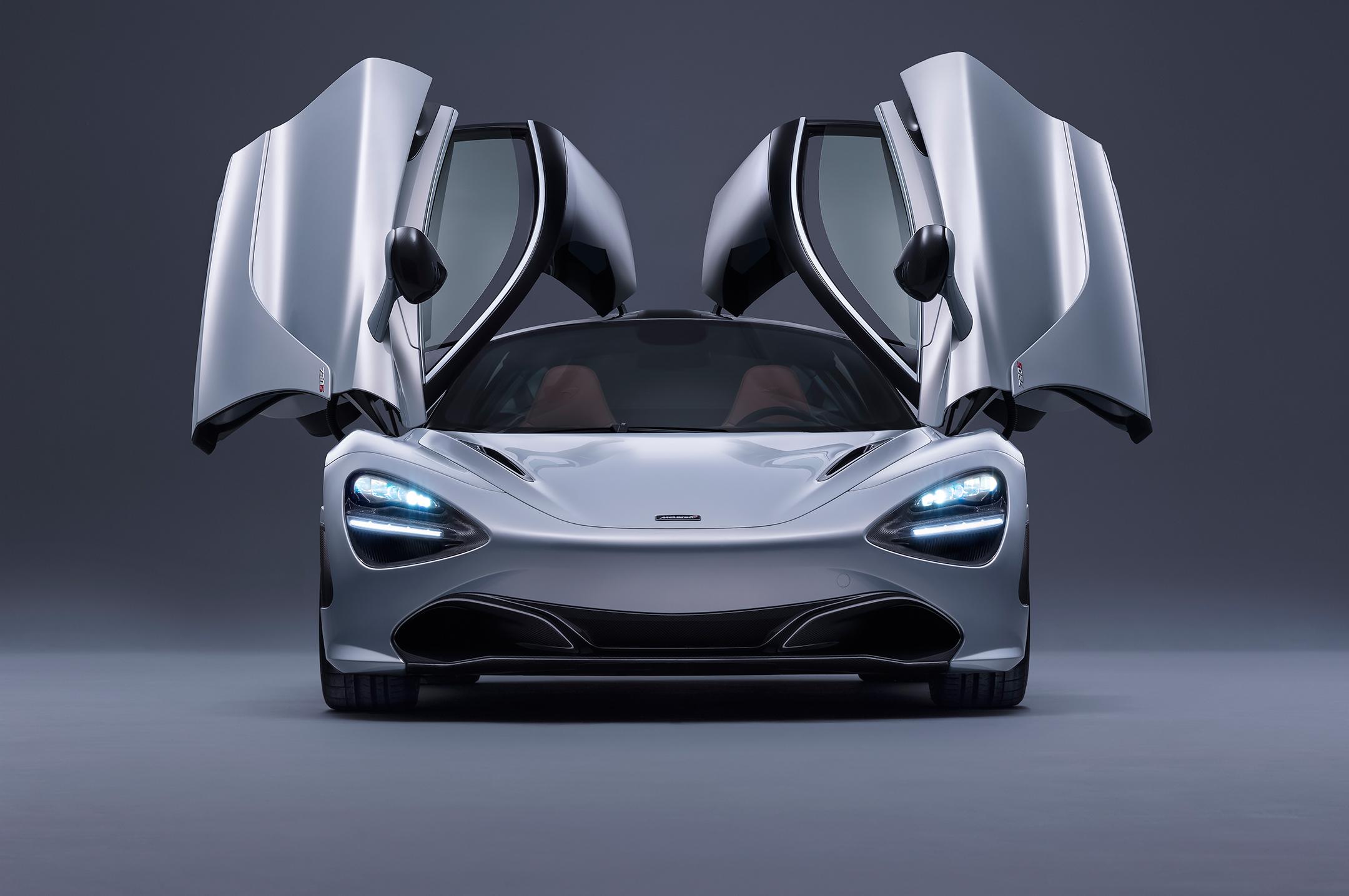 McLaren 720S - 2017 - front-face - open doors / face avant - portes ouvertes