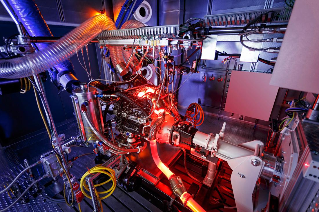 Moteur V8 4.0 litres biturbo – factory – Mercedes-Benz AMG