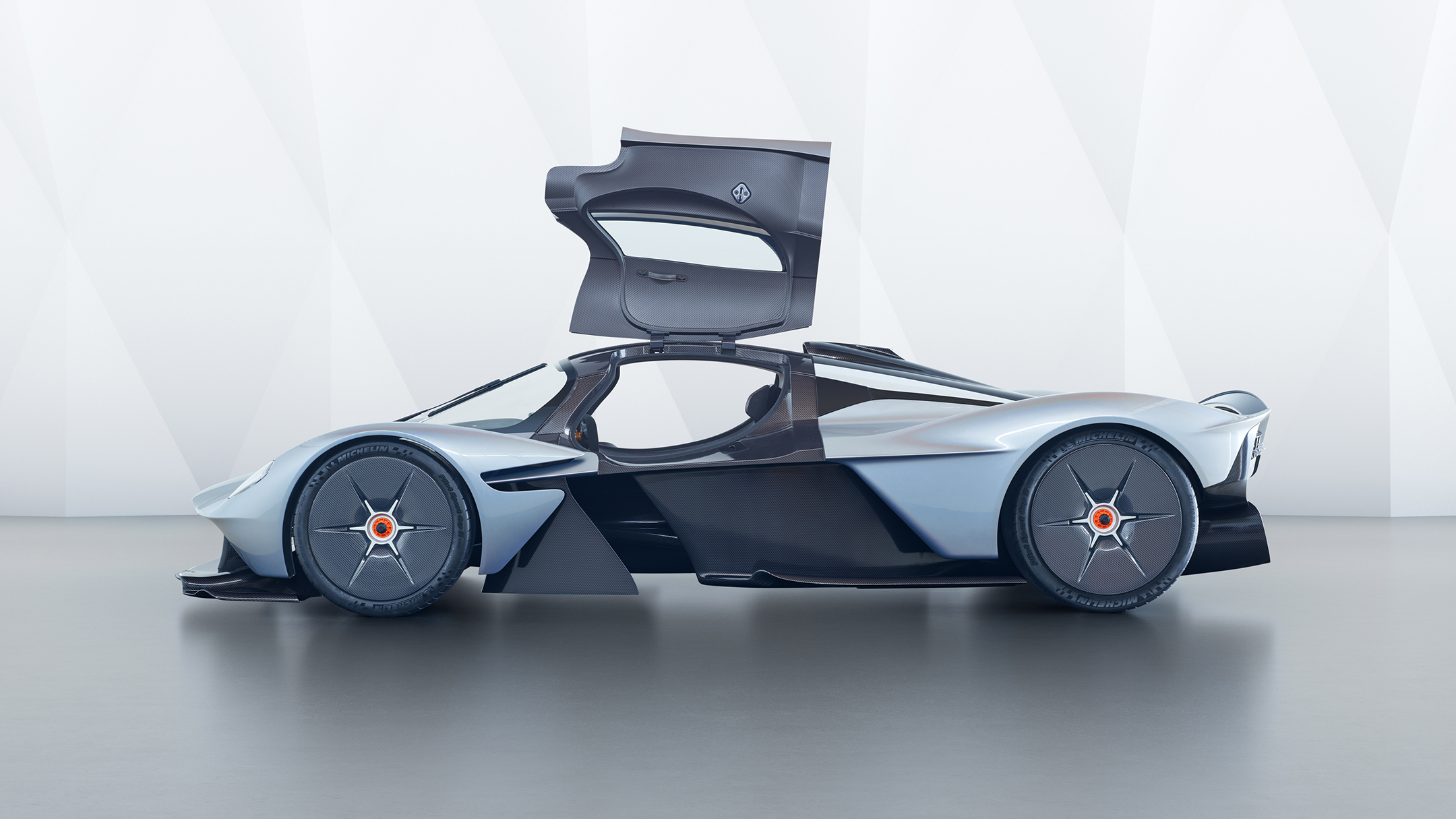 Aston Martin Valkyrie - 2017 - side-face - open doors / profil - portes ouvertes
