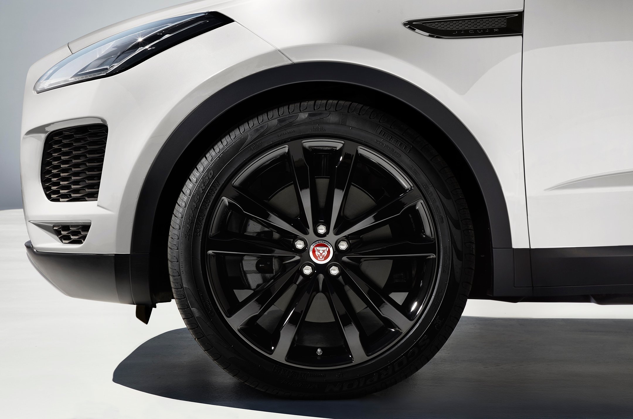 Jaguar E-PACE - 2017 - wheel / jante