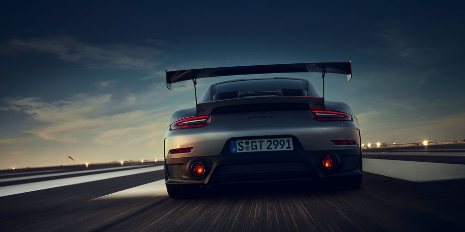 Porsche 911 GT2 RS - 2017 - rear speed