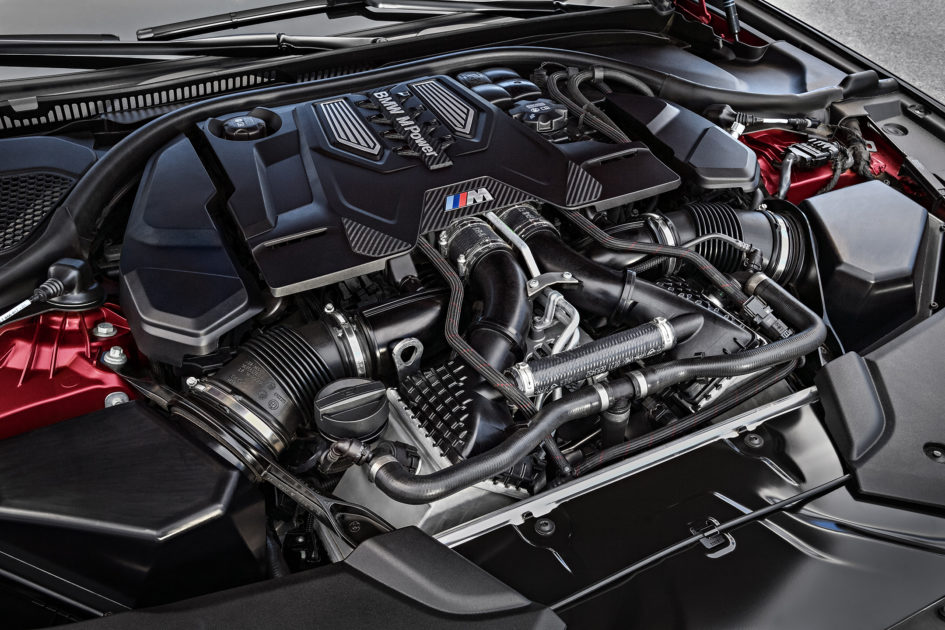 BMW M5 F90 - 2017 - under the hood - 4.4L V8 biturbo - engine / moteur