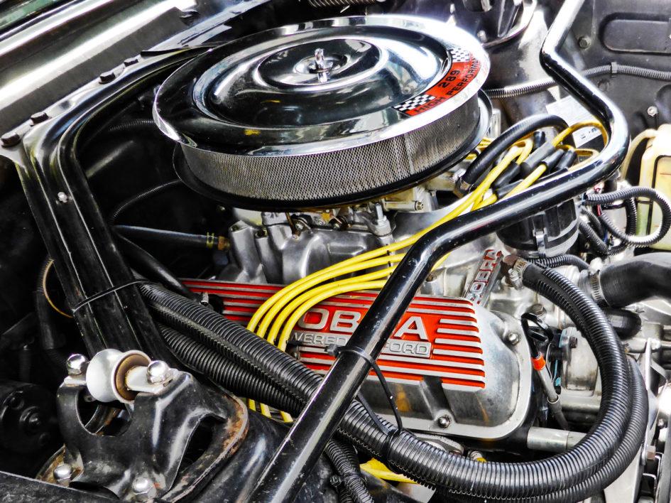 Ford engine V8 Cobra 289 ci - under the hood - US Cars and Bikes 2017 - Photo by ELJ DESIGNMOTEUR