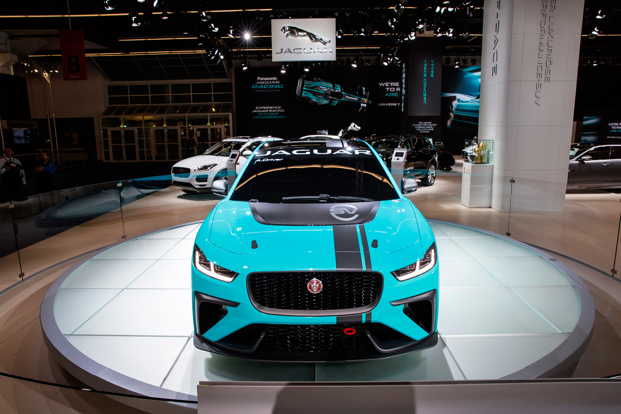 Jaguar I-PACE eTROPHY - IAA 2017 stand Jaguar - front-face / face avant