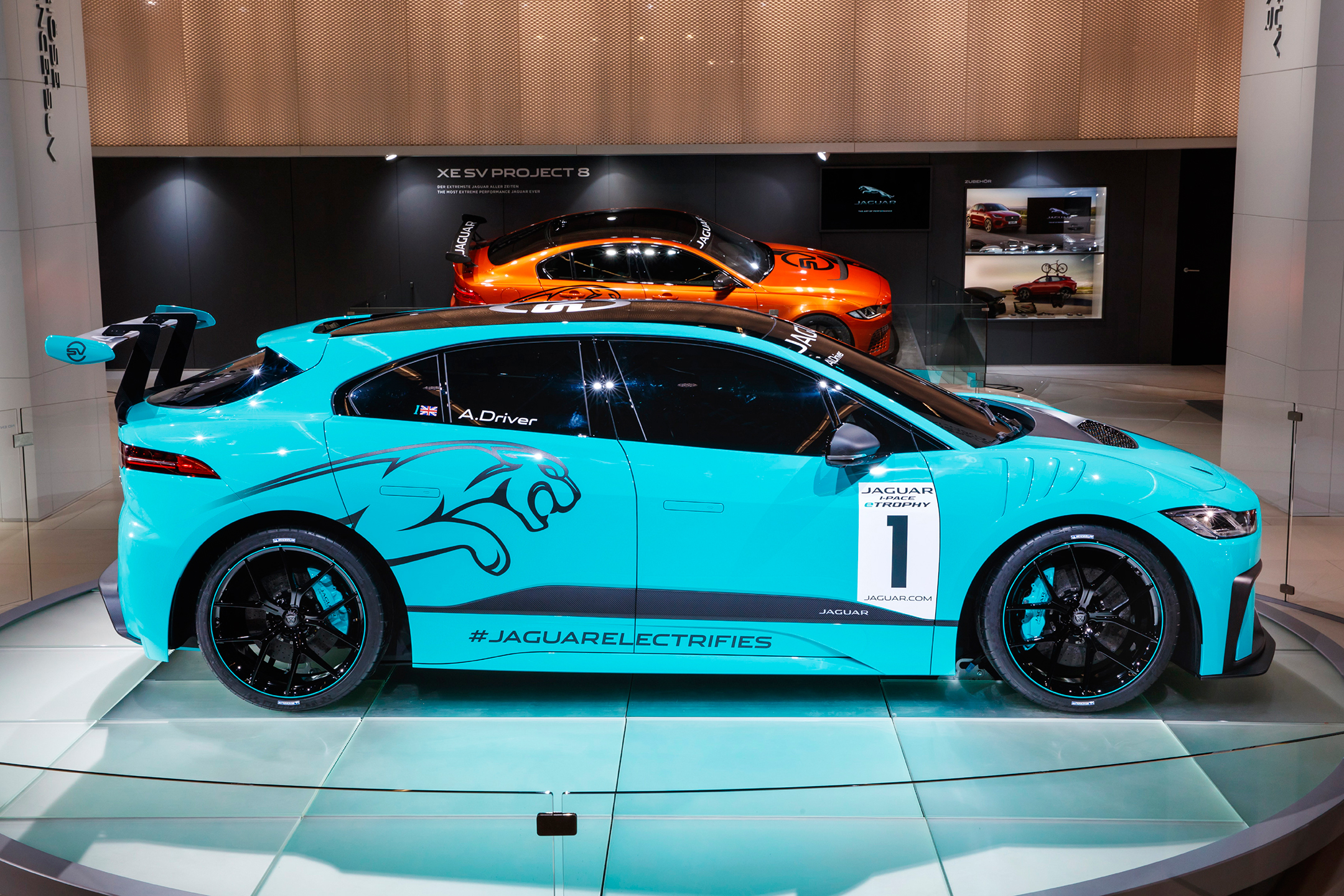 Jaguar I-PACE eTROPHY - IAA 2017 stand Jaguar - side-face / profil