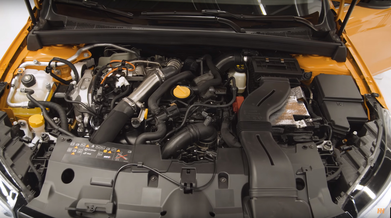 Renault Mégane R.S. - 2017 - engine 1.8L TCe under the hood - image via Car Throttle