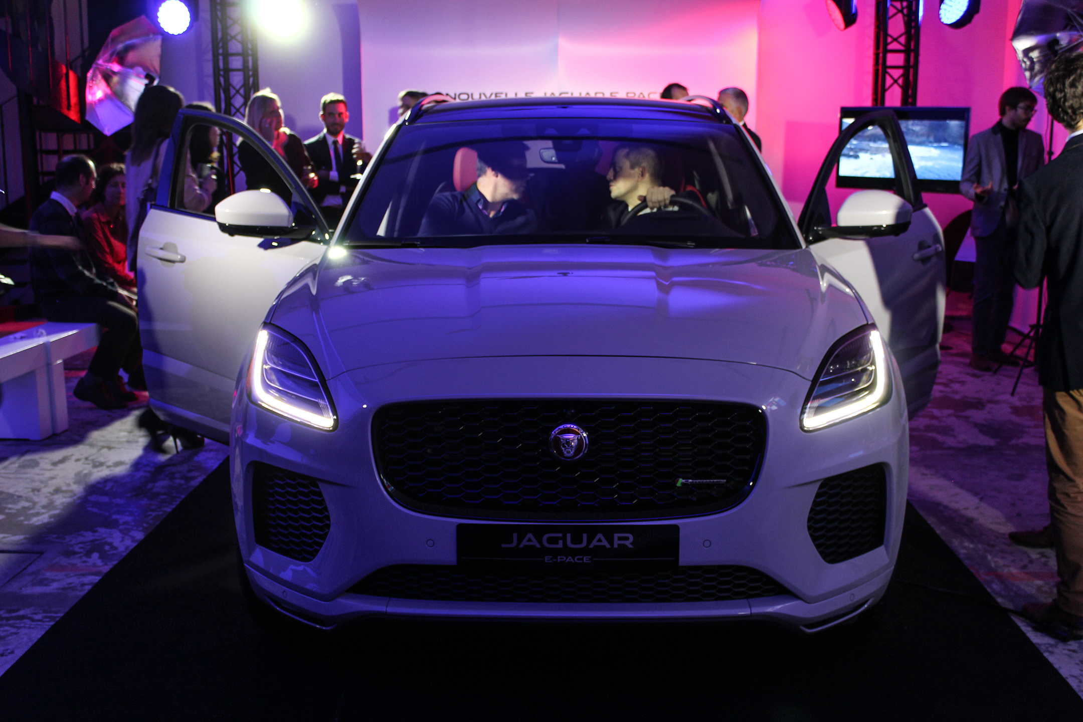 Jaguar E-PACE - 2017 - front-face - avant-première Jaguar France - photo by Arnaud Demasier RS Photographie