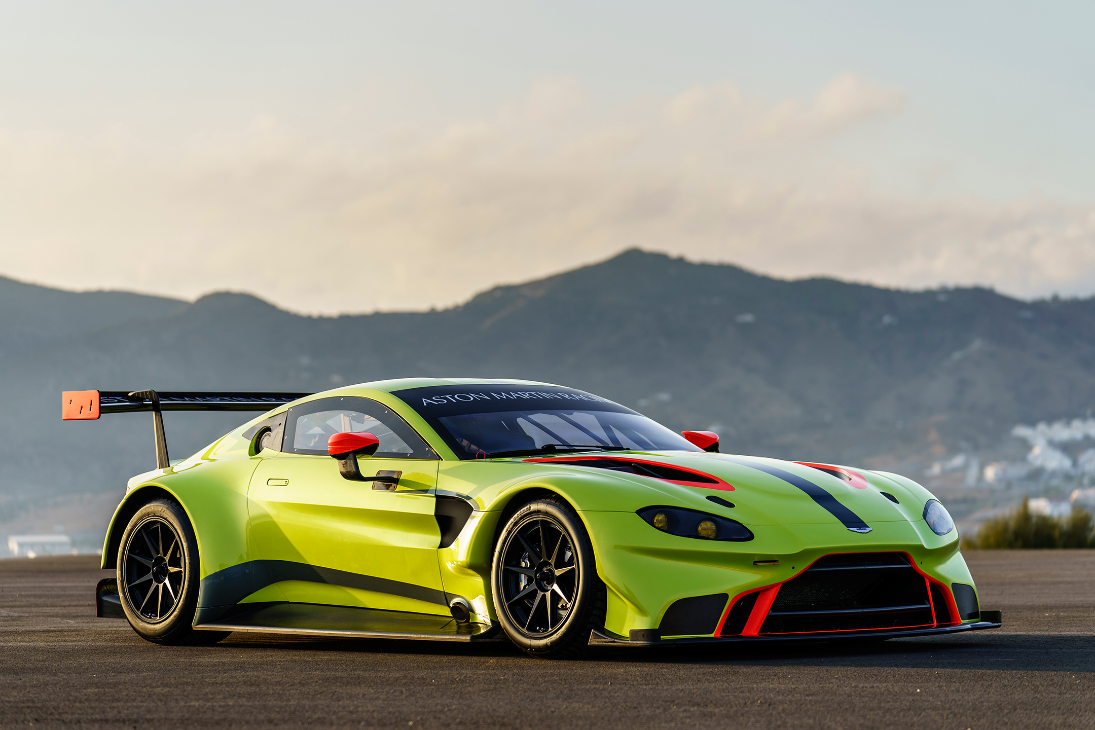 Aston Martin Racing Vantage GTE - 2018 - front side-face / profil