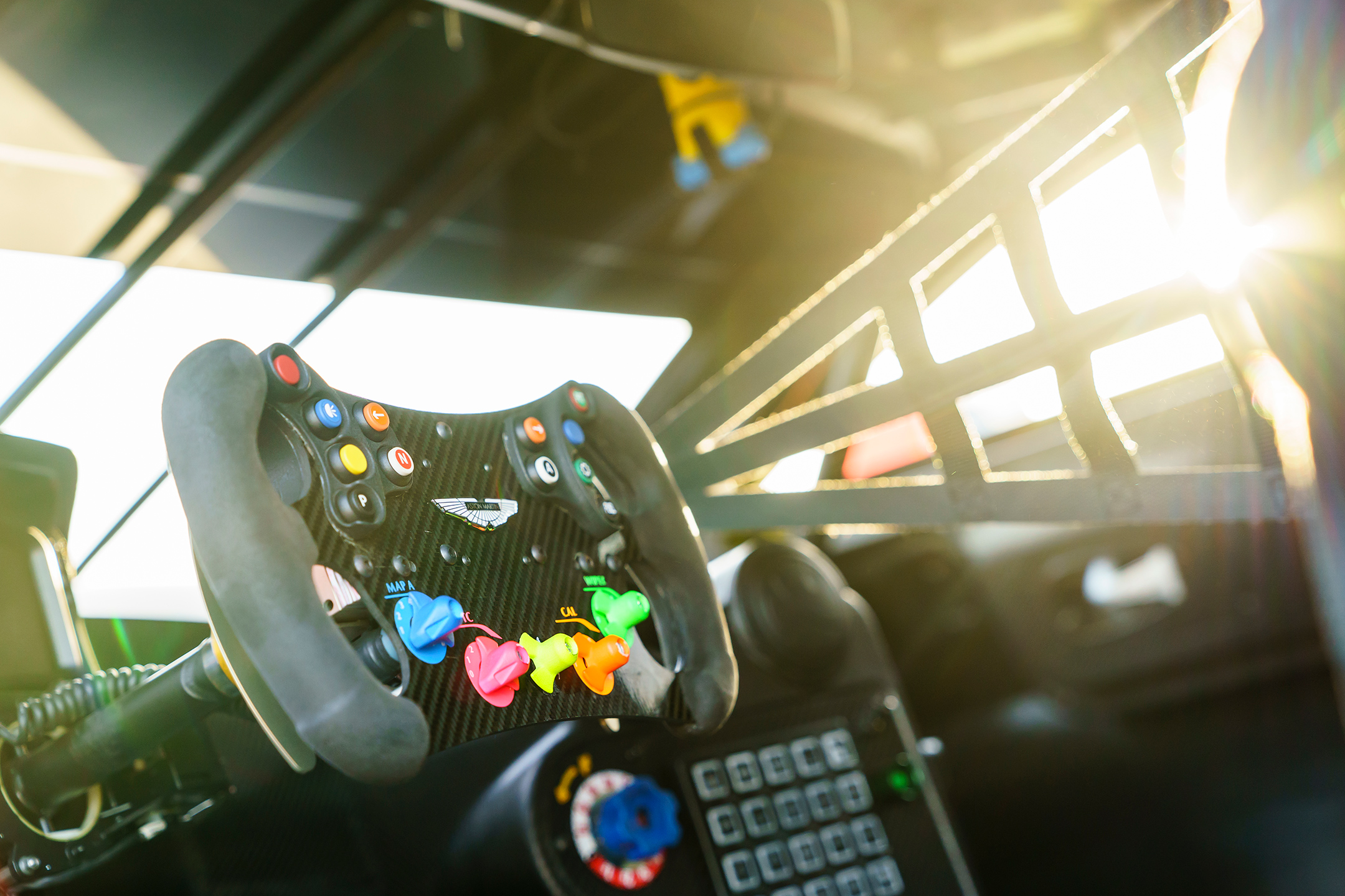 Aston Martin Racing Vantage GTE - 2018 - racing wheel / volant course