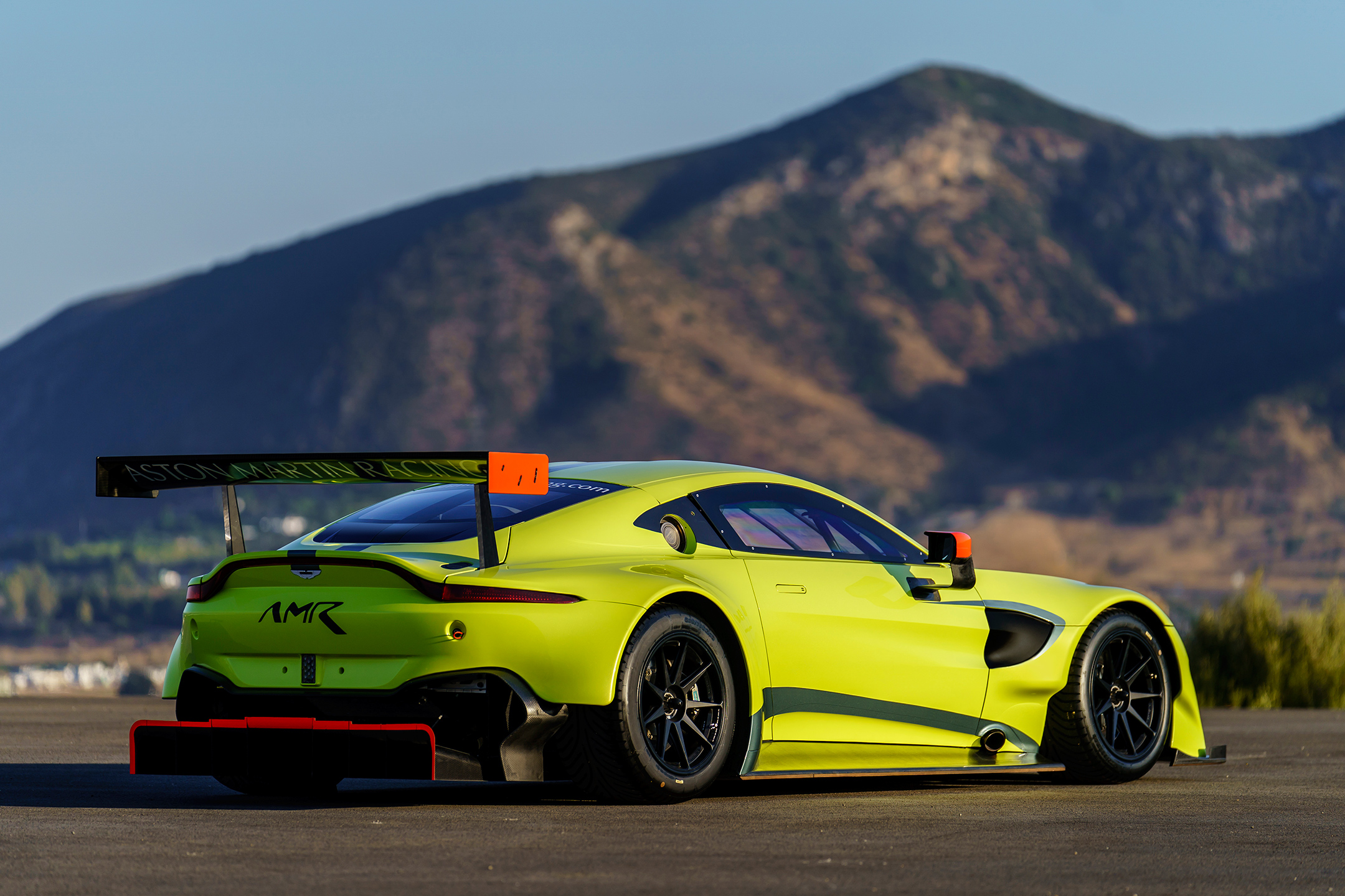 Aston Martin Racing Vantage GTE - 2018 - rear side-face / profil arrière