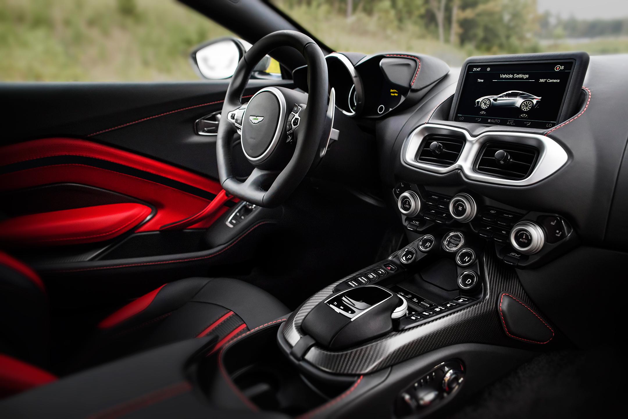 Aston Martin Vantage - 2018 - steering wheel / volant
