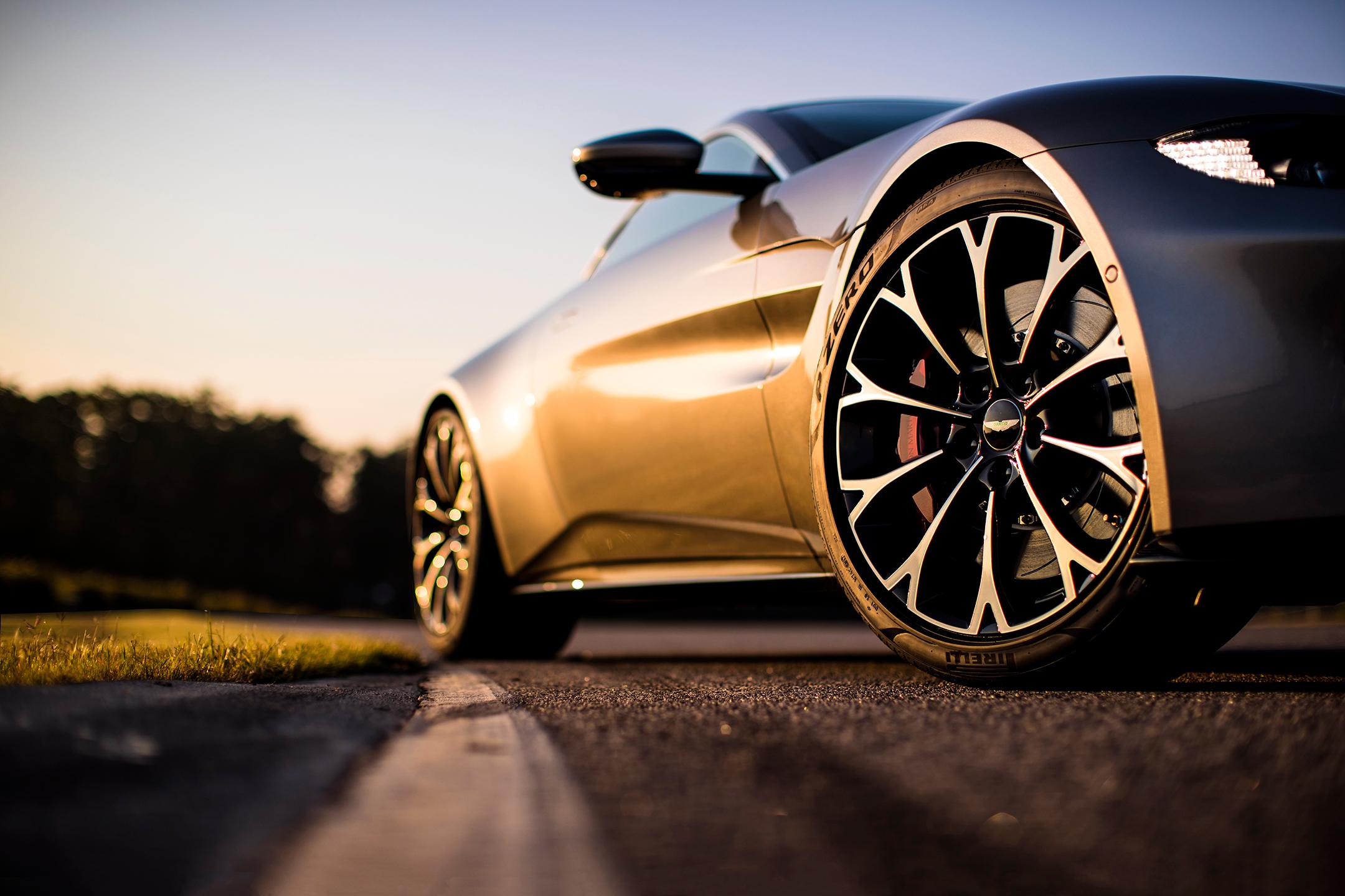 Aston Martin Vantage - 2018 - front wheel - Tungsten Silver livery