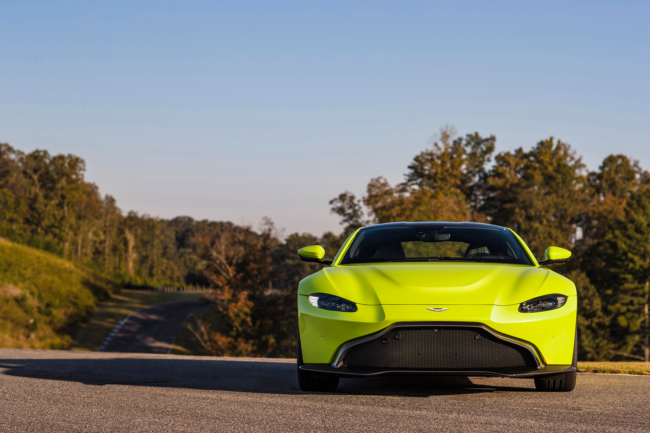 Aston Martin Vantage - 2018 - front face / face avant