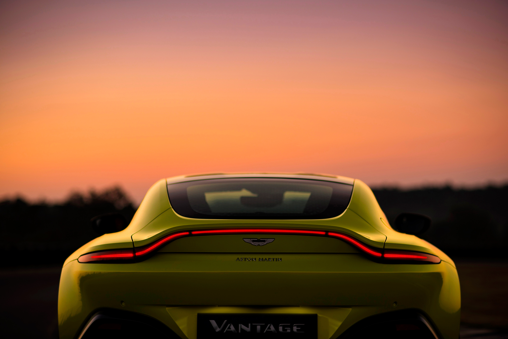 Aston Martin Vantage - 2018 - rear light