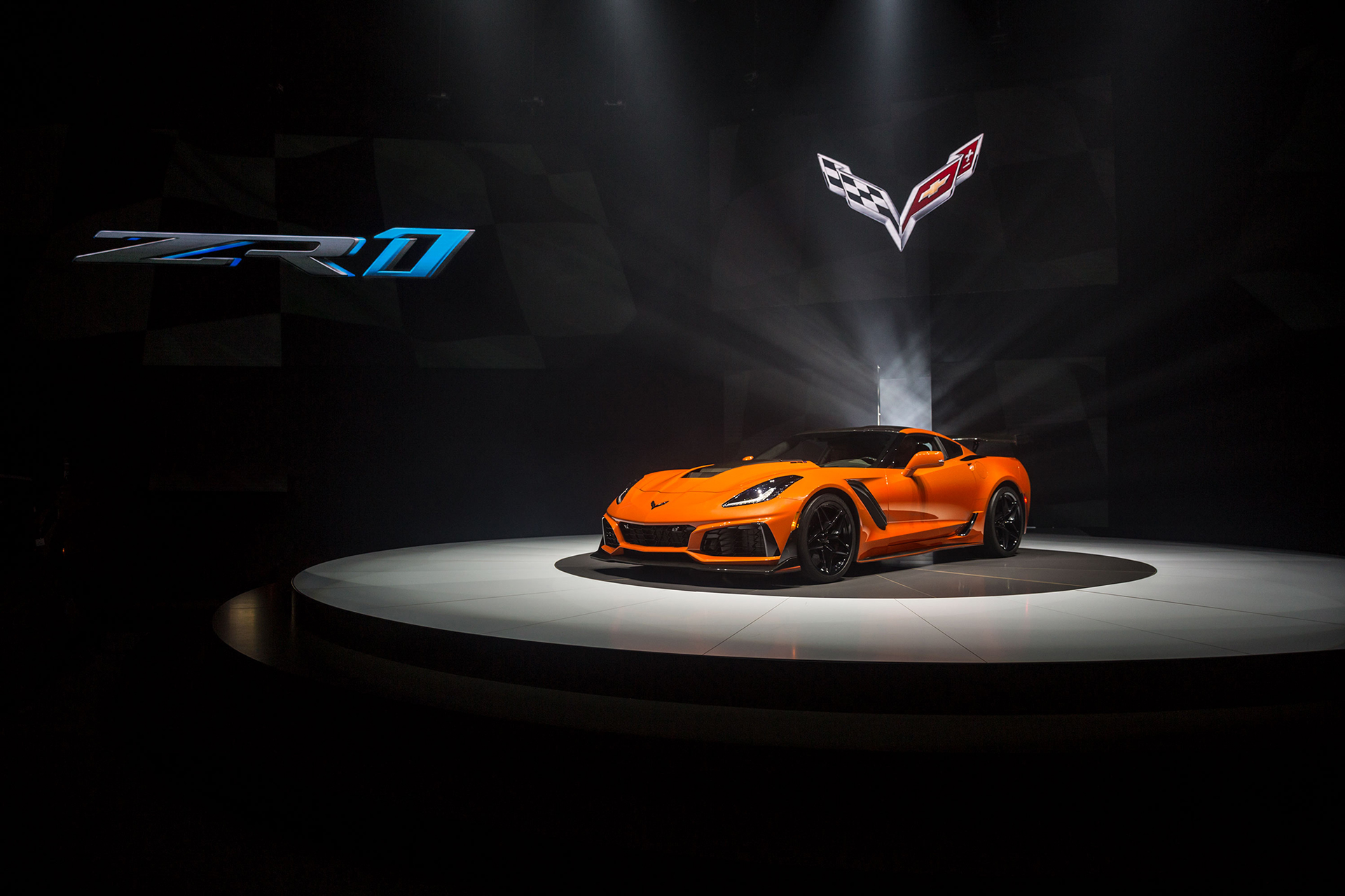 Chevrolet Corvette ZR1- 2019 - front / avant - Sebring Orange - 2017 World Premiere