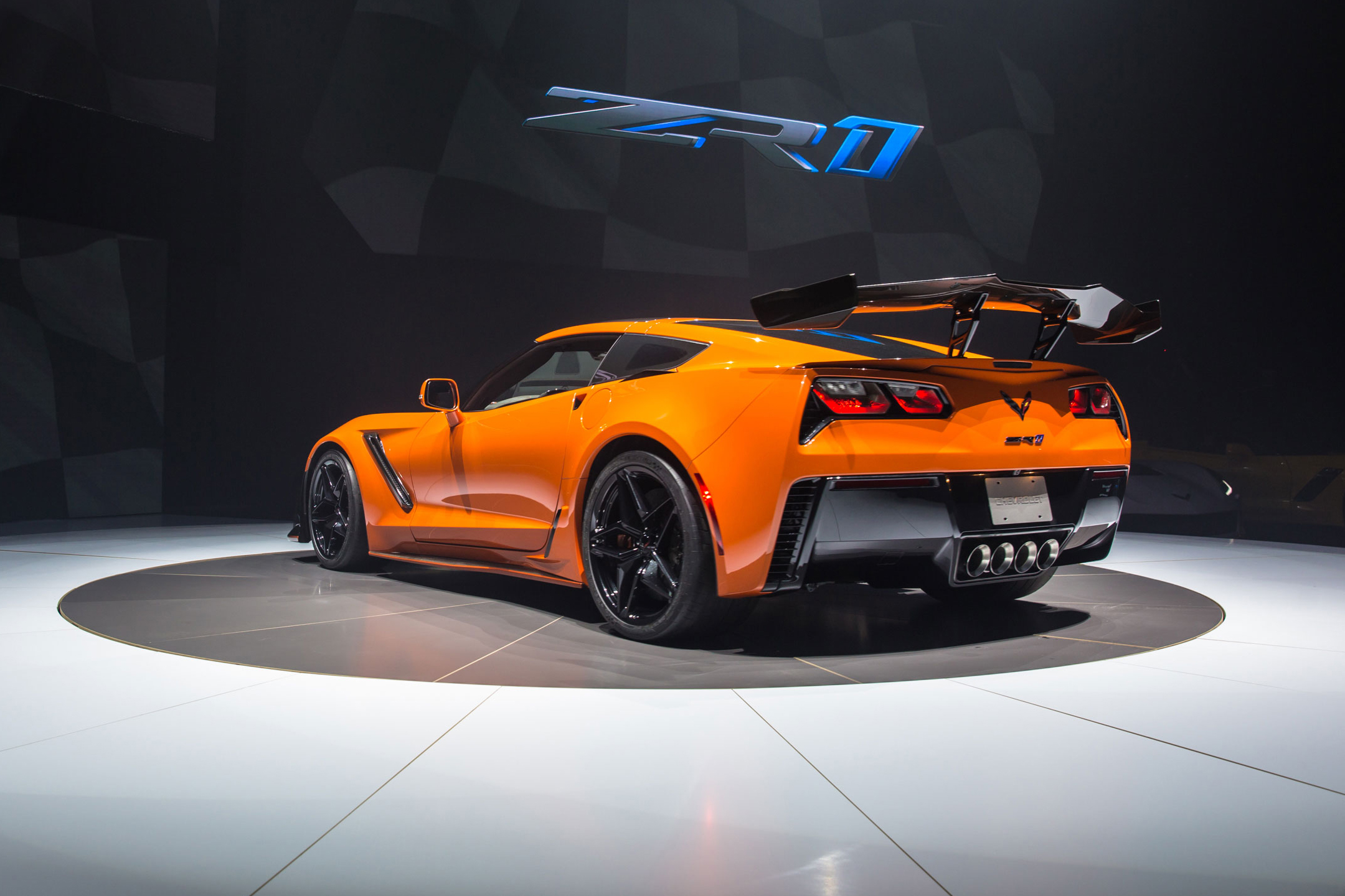 Chevrolet Corvette ZR1- 2019 - rear / arrière - Sebring Orange - 2017 World Premiere