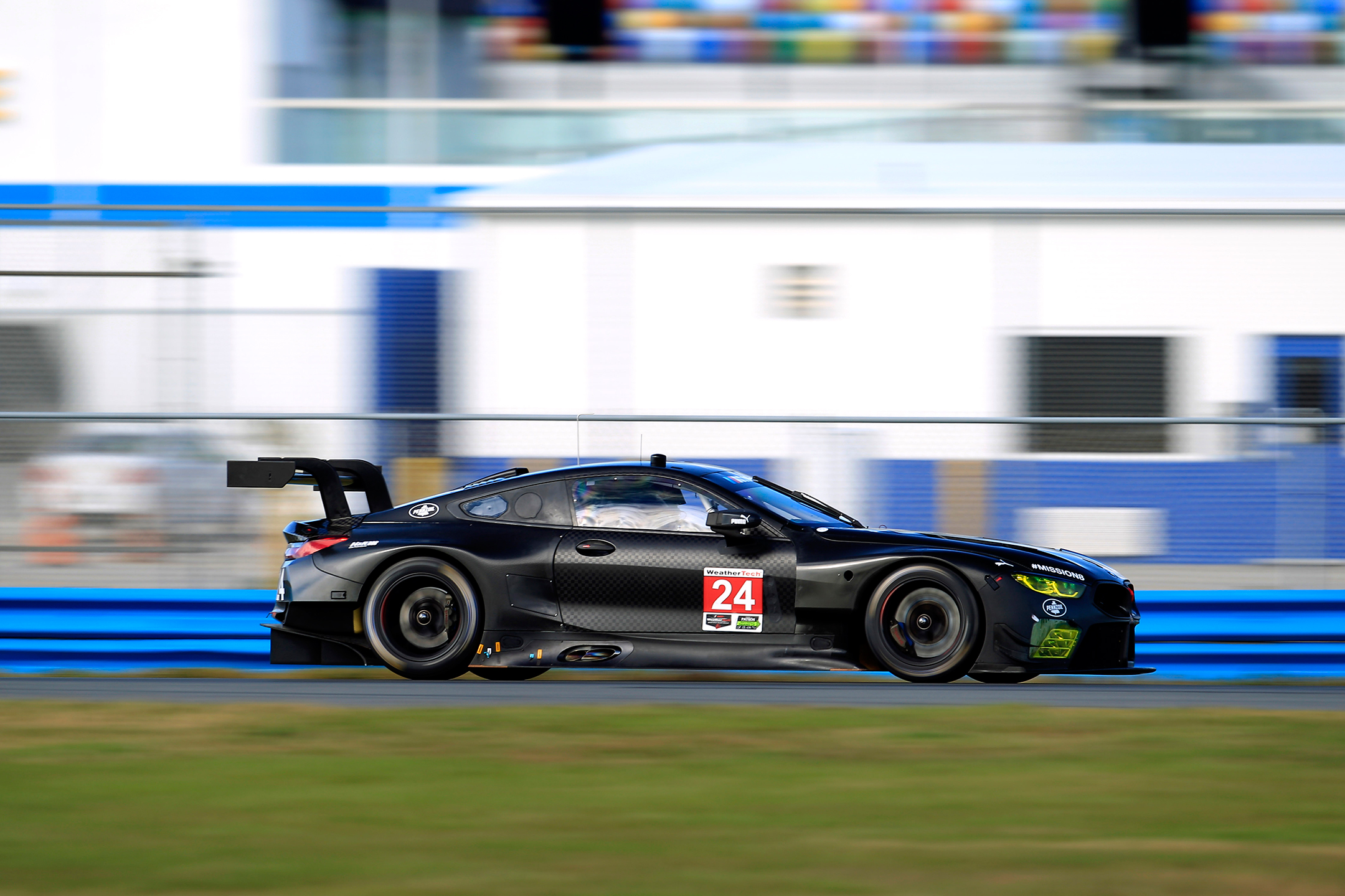 BMW M8 GTE - 2018 - speed track side-face - 2017 Daytona test