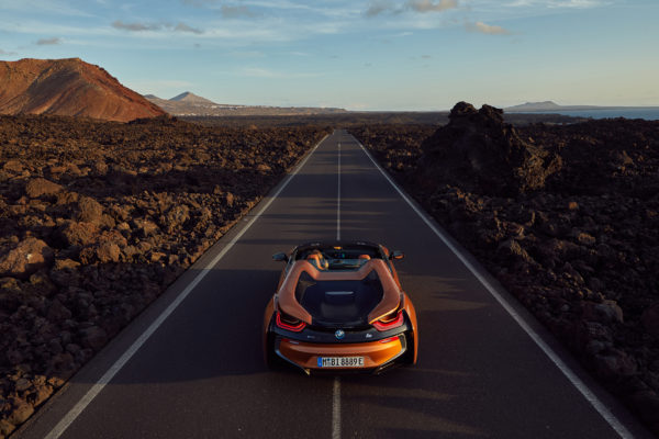 BMW i8 Roadster - 2017 - rear road