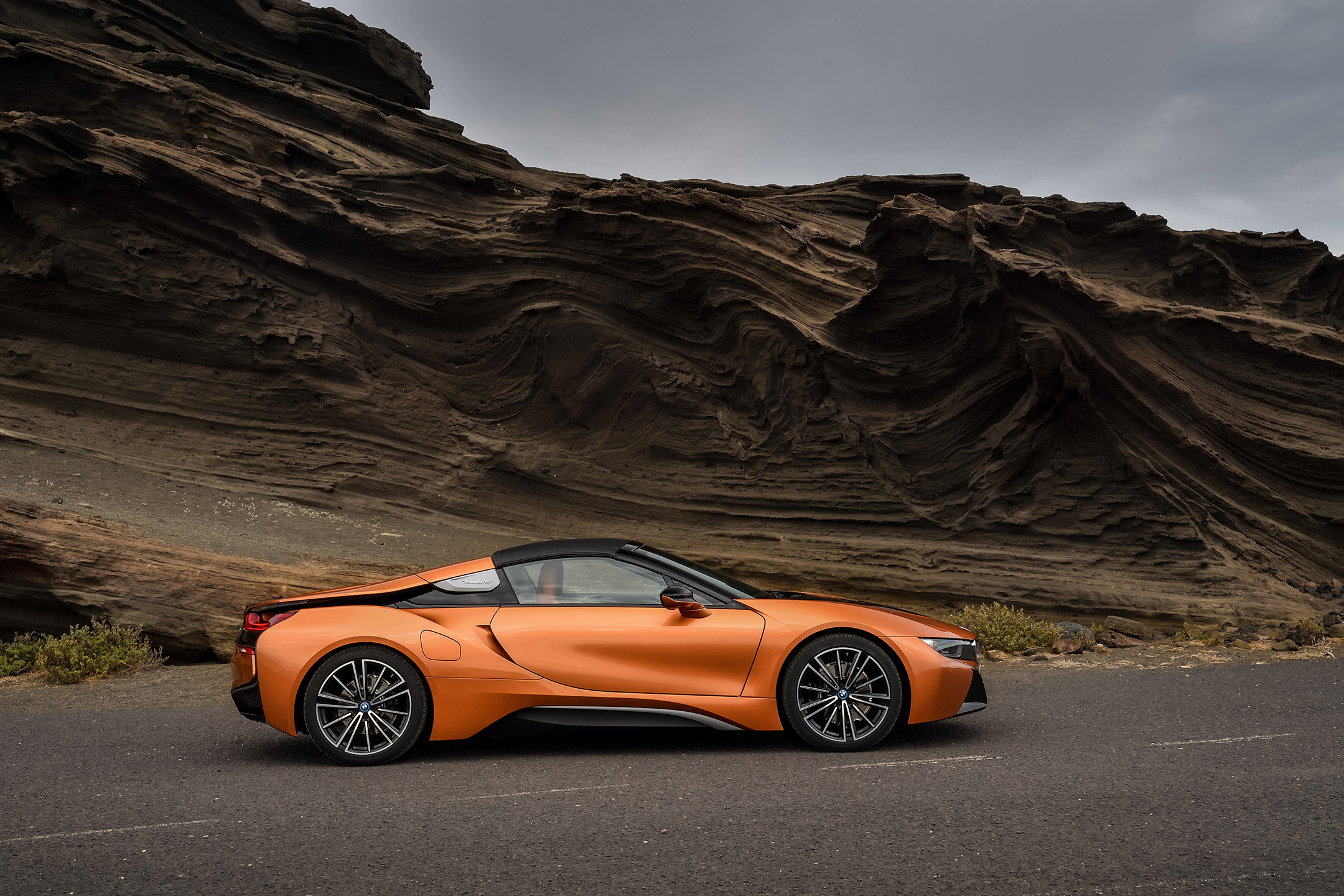 BMW i8 Roadster - 2017 - side-face / profil - wih roof / avec toit