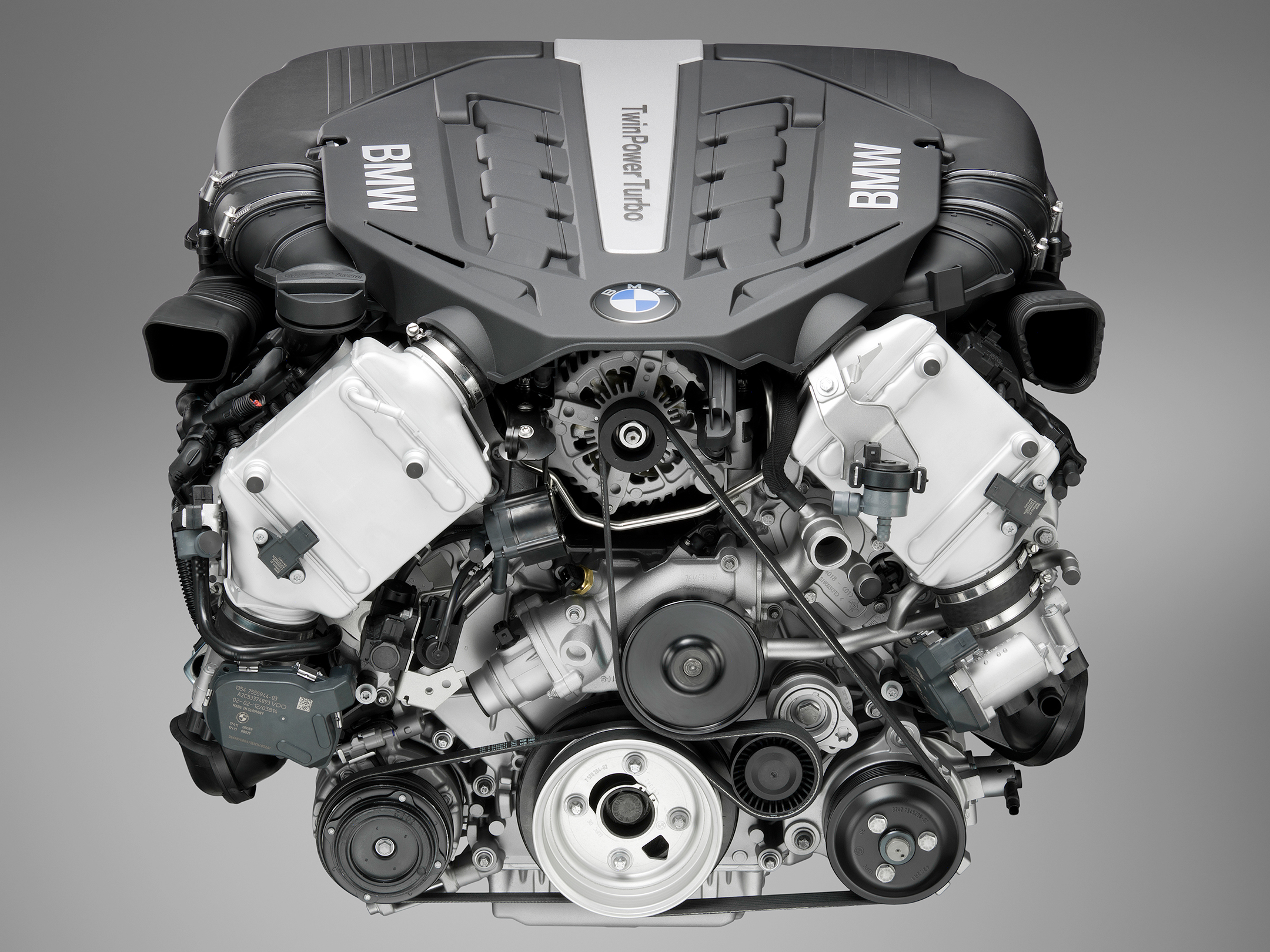 BMW Twinpower turbo - V8 - engine front