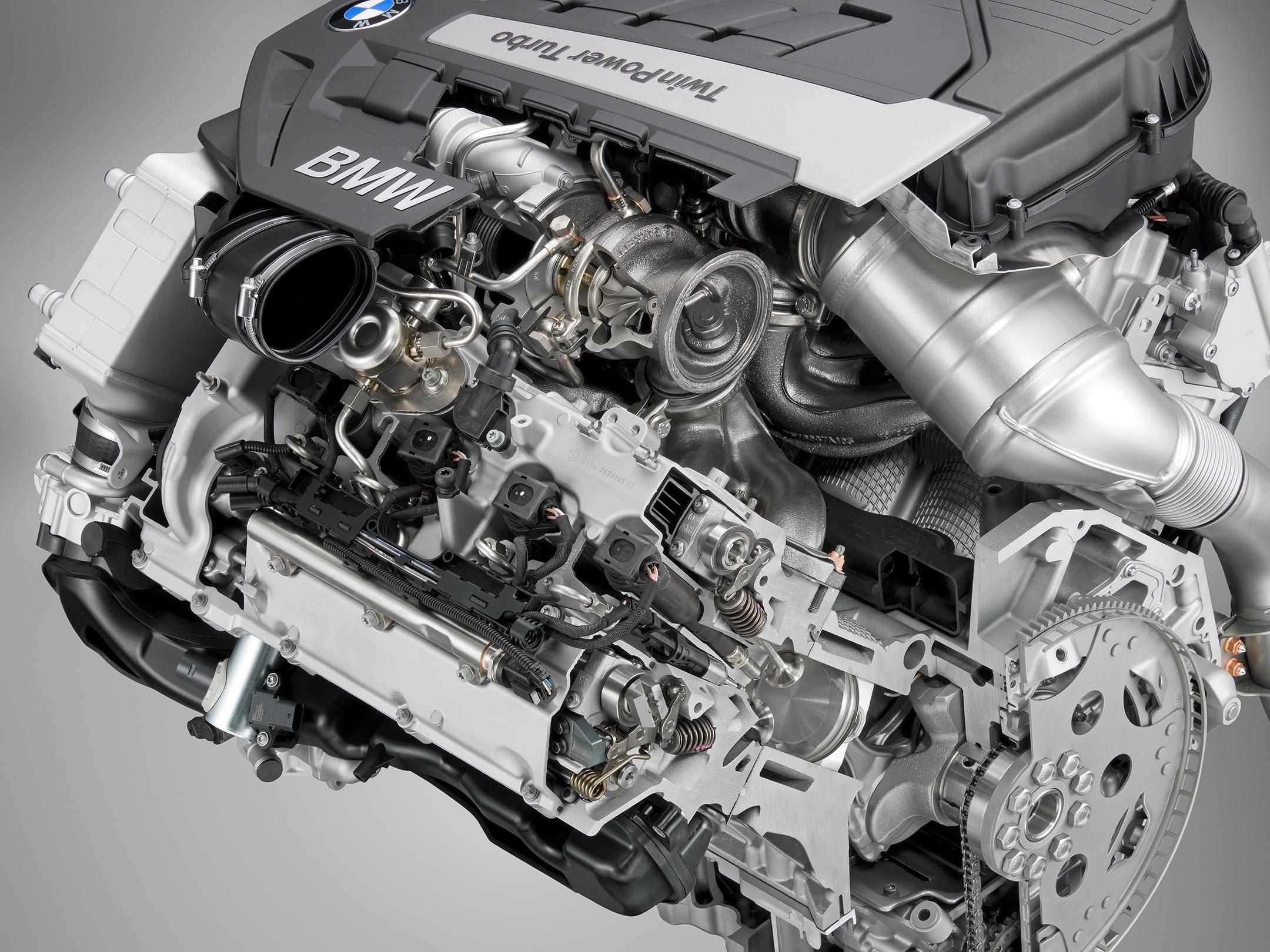 BMW Twinpower turbo - V8 - engine inside
