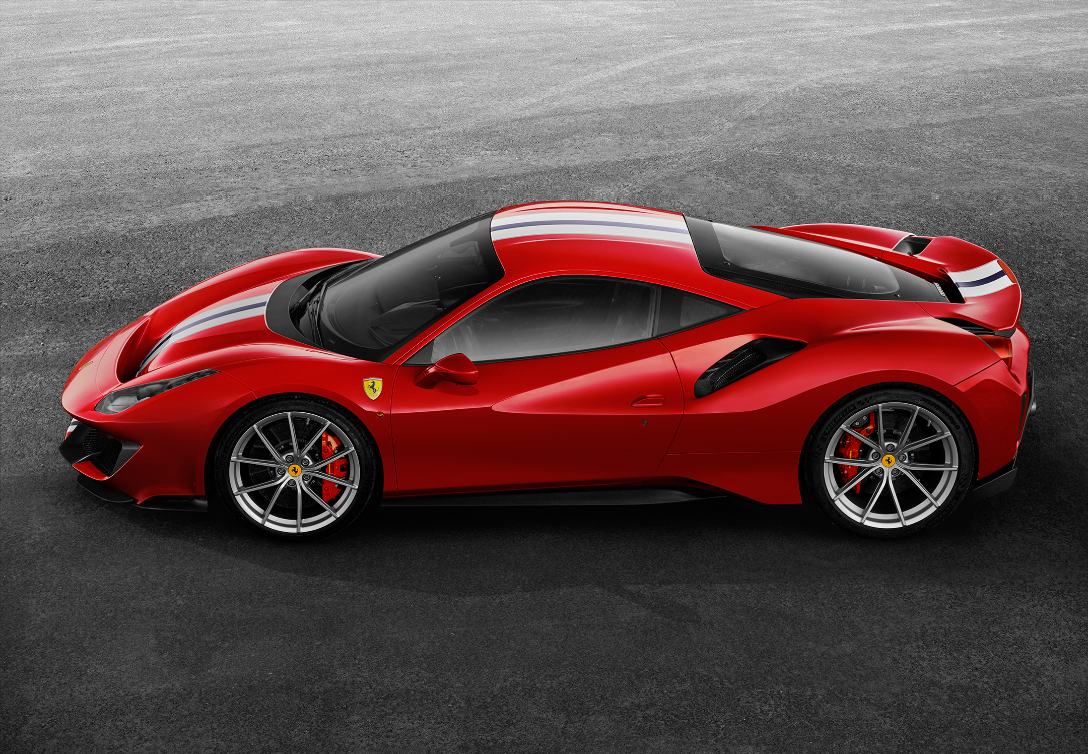 Ferrari 488 Pista - 2018 - side-face / profil