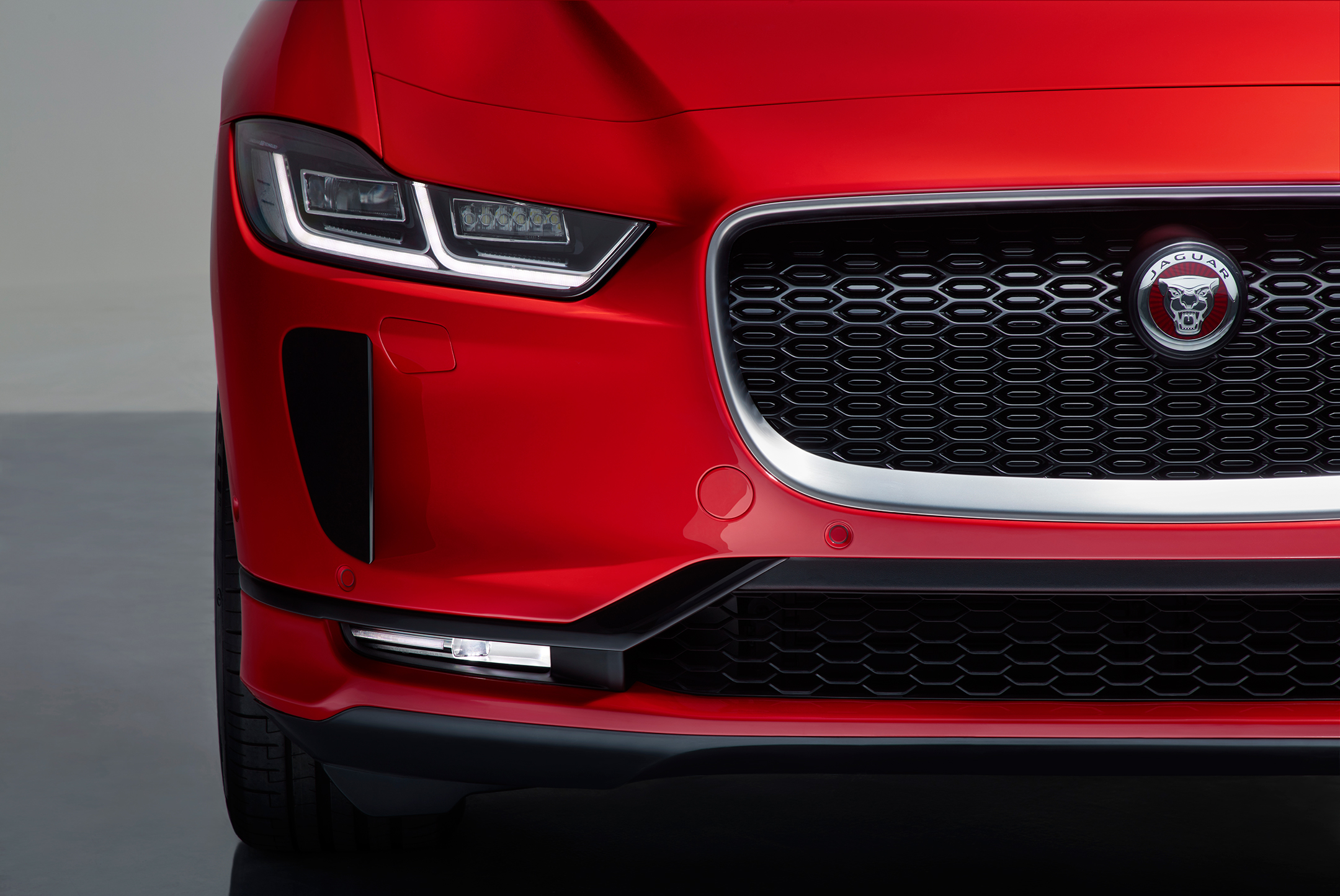 Jaguar I-PACE - 2018 - front light