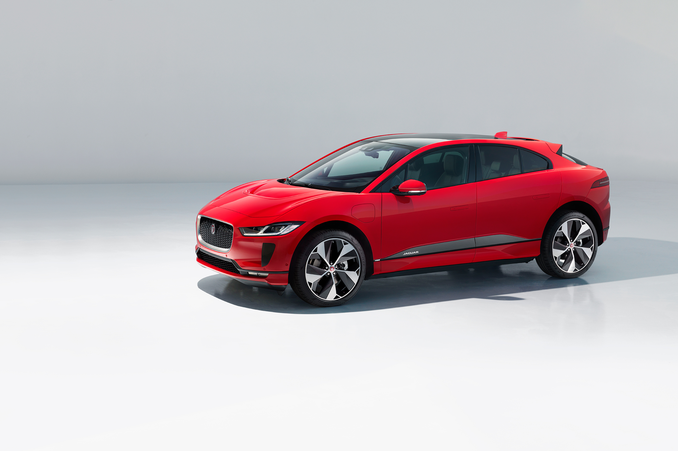 Jaguar I-PACE - 2018 - side-face / profil