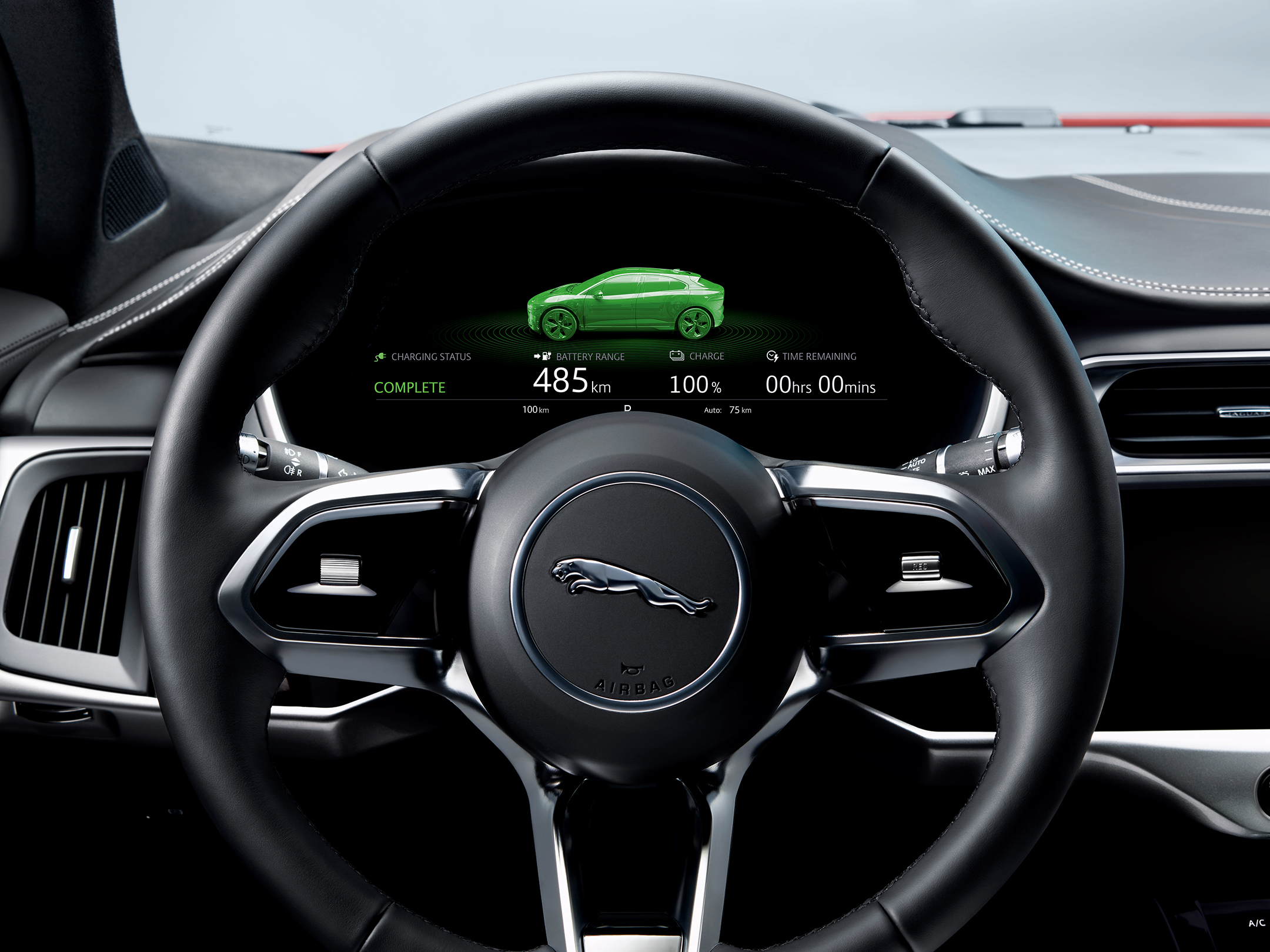 Jaguar I-PACE - 2018 - tech driver dashboard