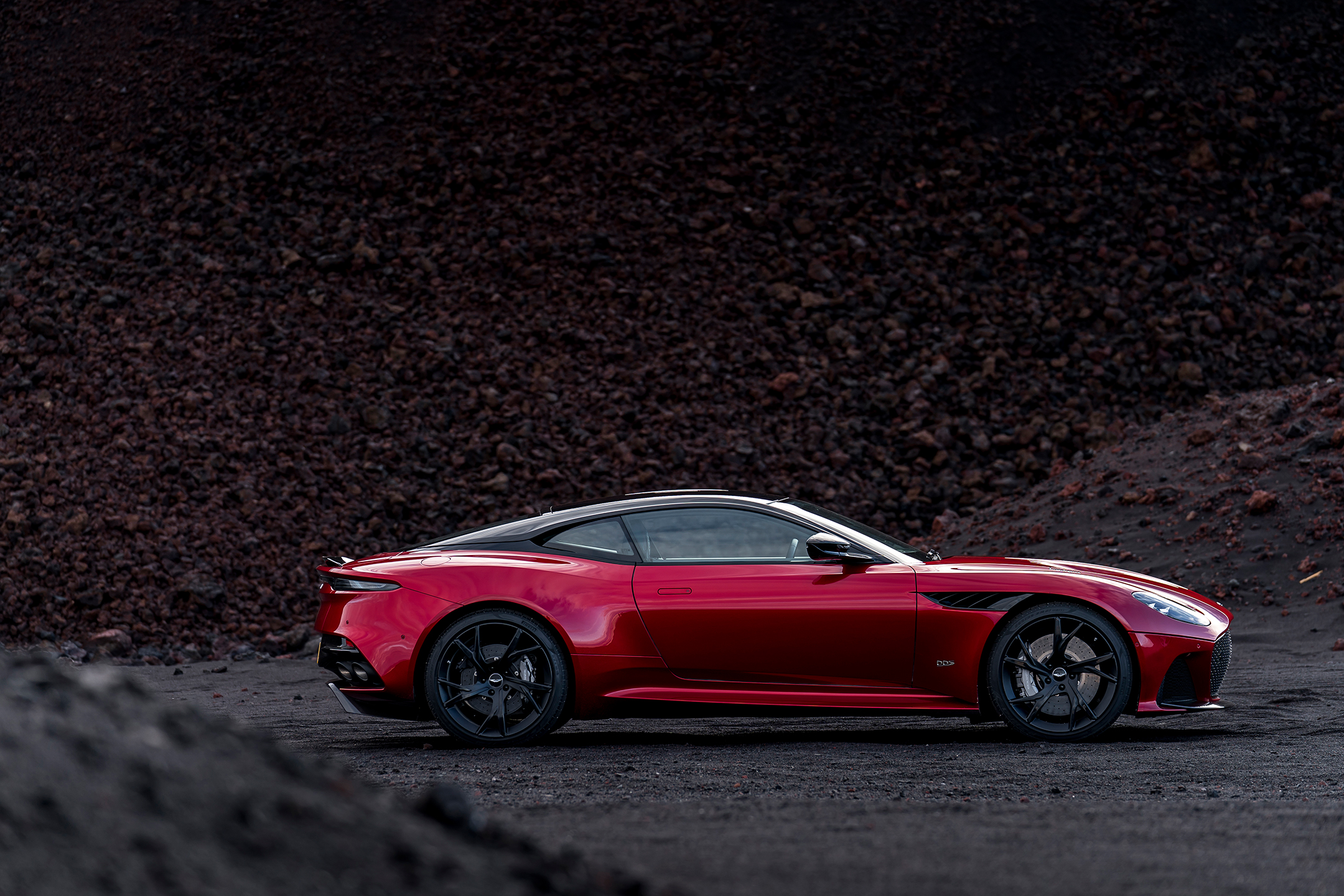 Aston Martin DBS Superleggera - 2018 - side-face / profil