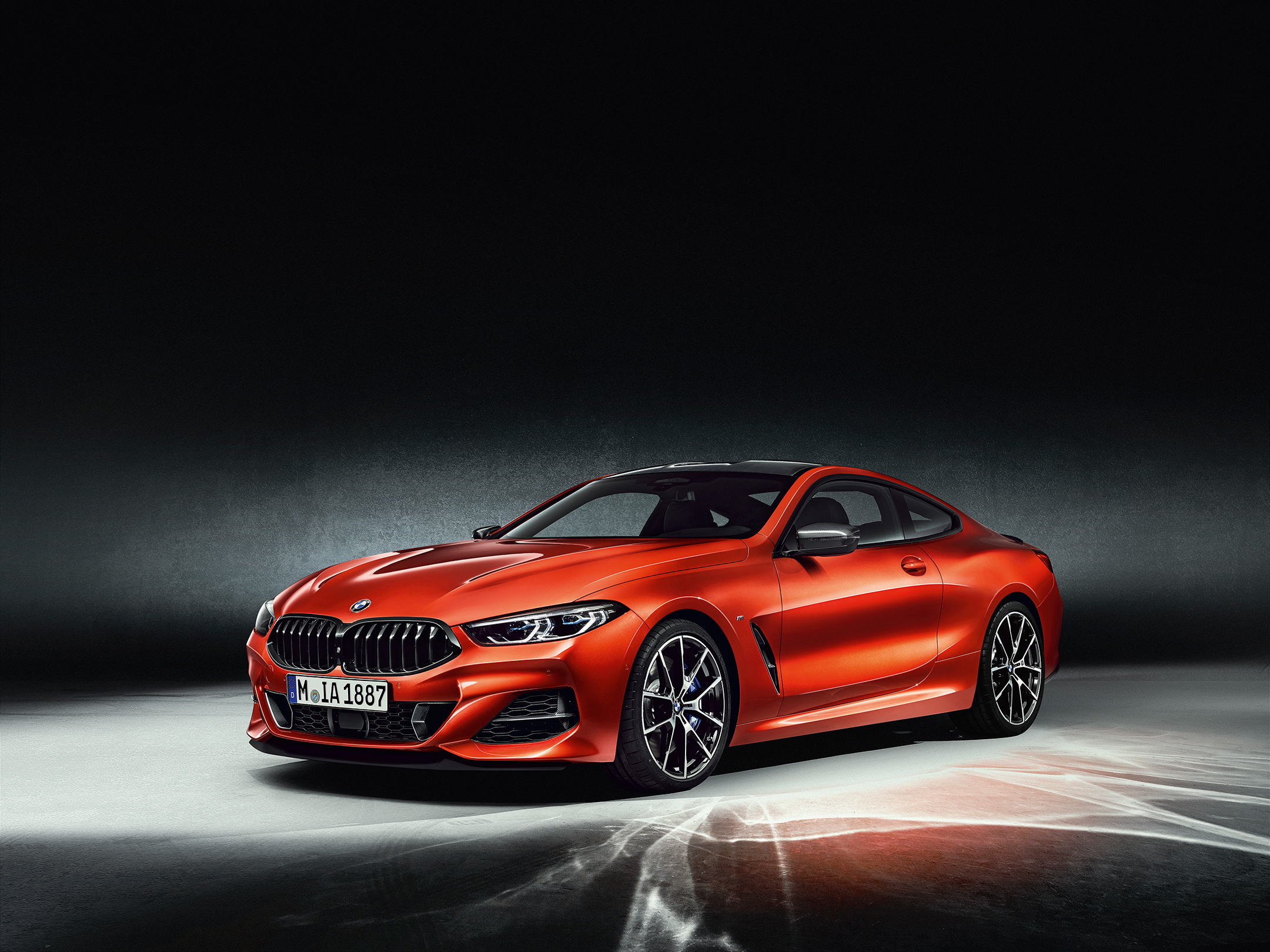 BMW 8 Series Coupe - 2018 - front side-face / profil avant