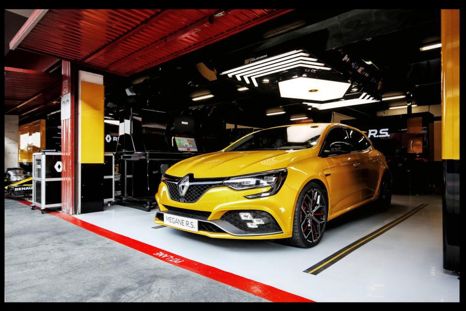 Renault Megane R.S. Trophy - 2018 - front pit lane