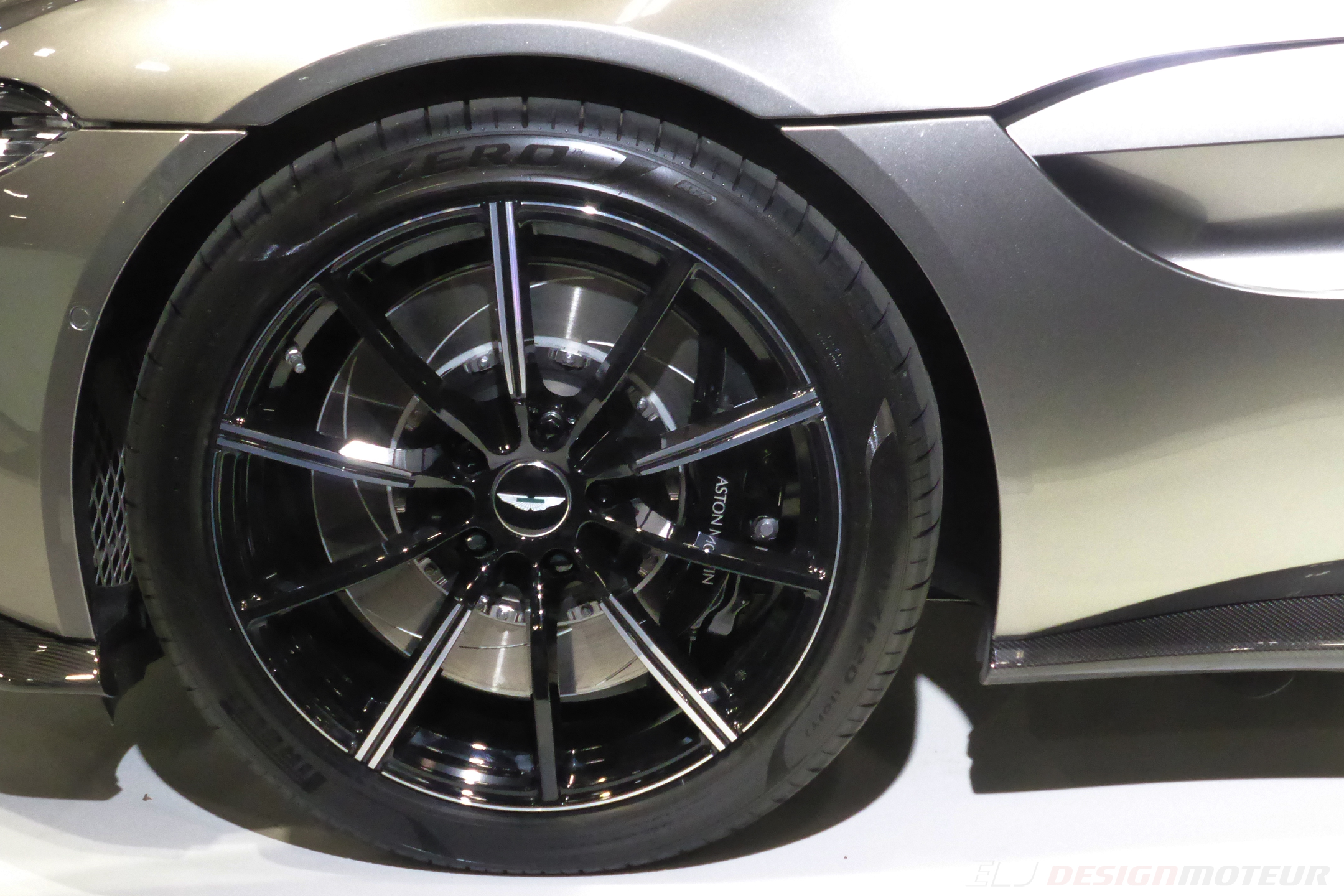 Aston Martin Vantage - front wheel - Paris Motor Show - 2018 - Mondial Auto - photo ELJ DESIGNMOTEUR