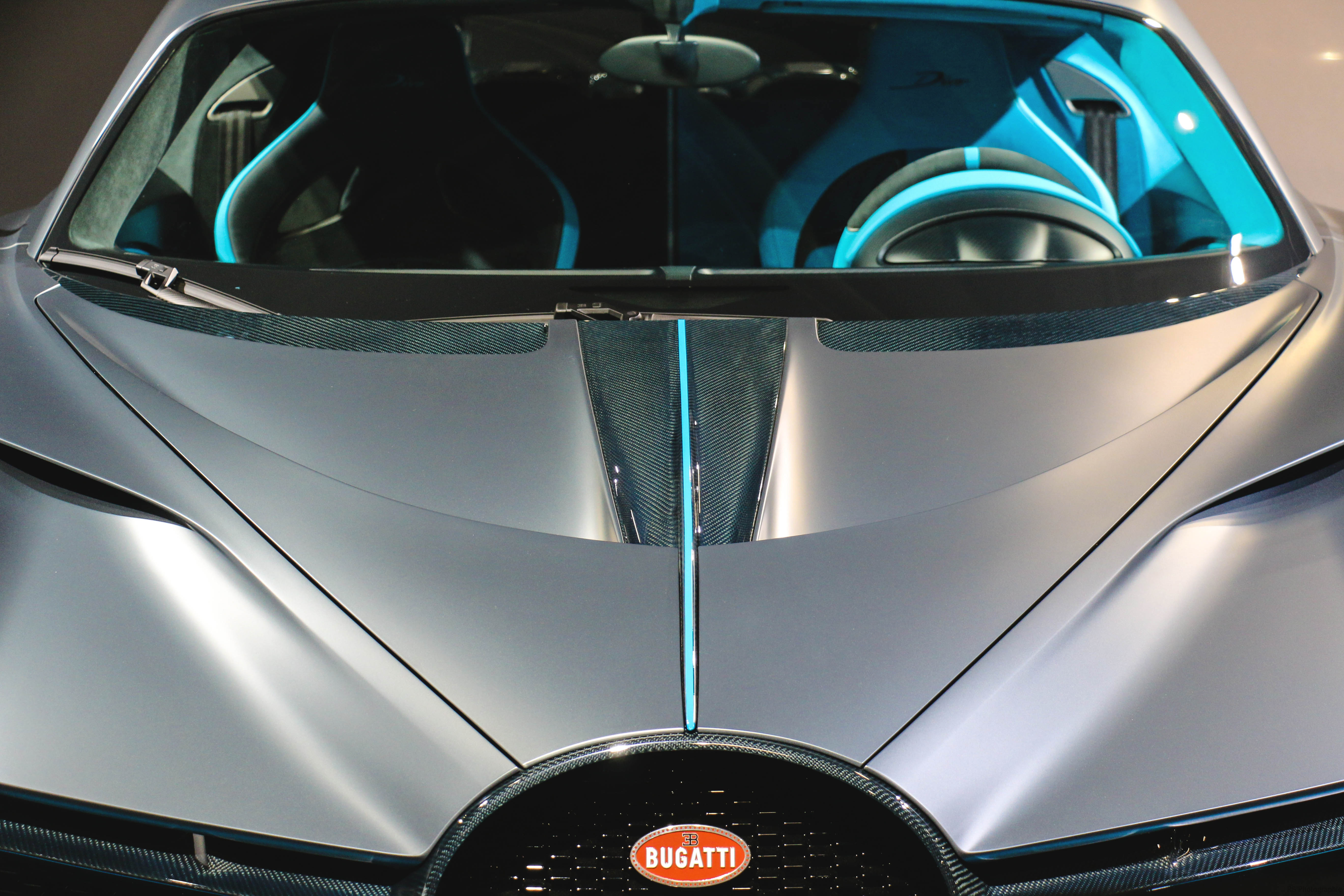 Bugatti Divo - front hood - Paris Motor Show - 2018 - Mondial Auto - photo by Arnaud Demasier RS Photographie